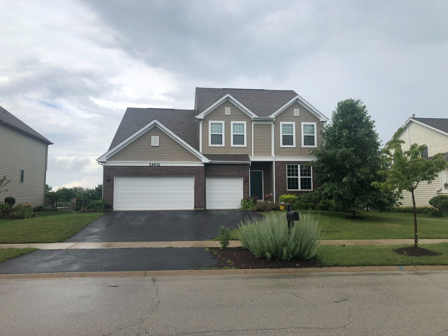 Photo of 24932 THORNBERRY Drive, Plainfield, IL 60544 (MLS # 11127935)