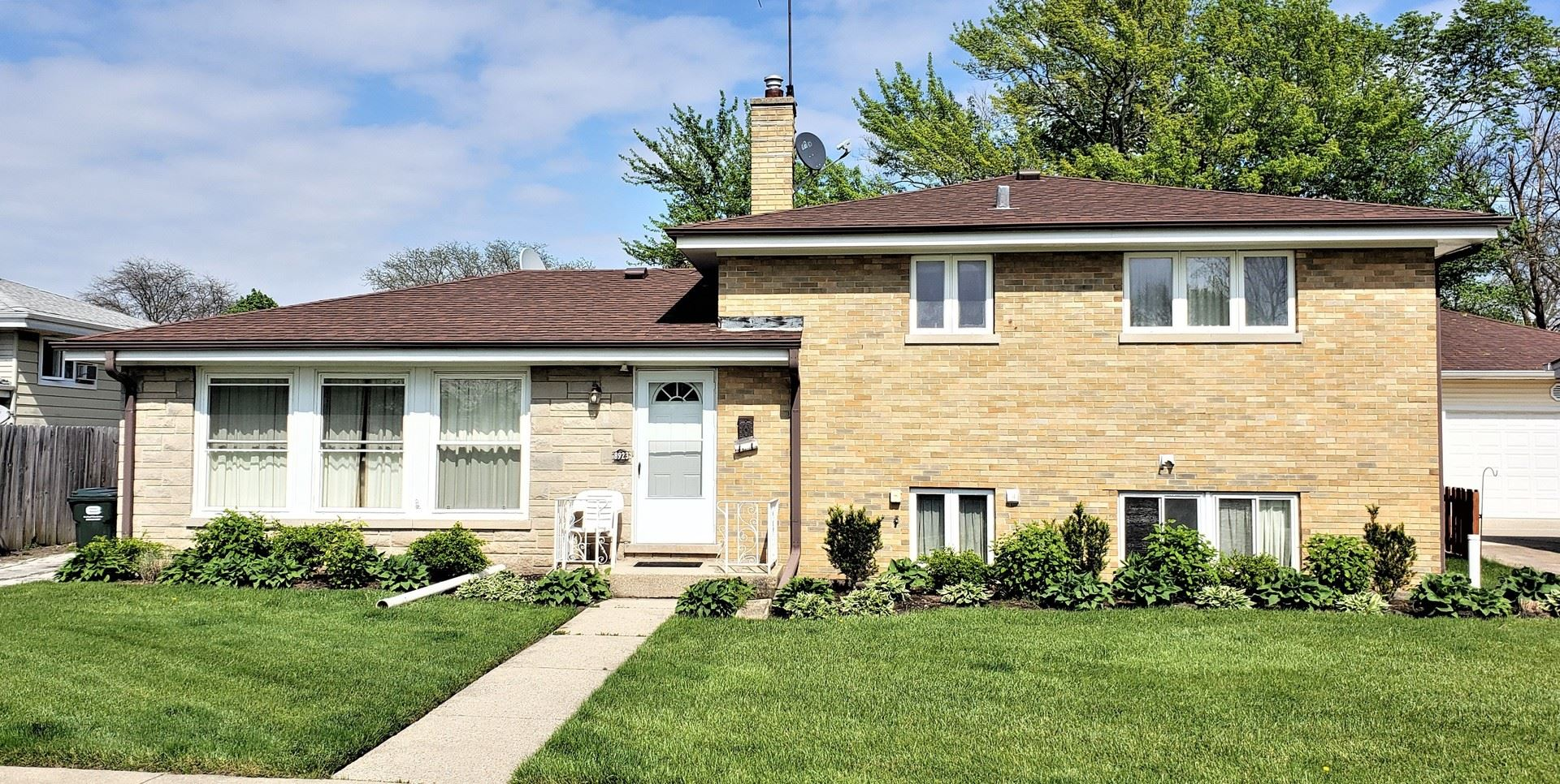 8923 Oketo Avenue, Morton Grove, IL 60053 - #: 10721936