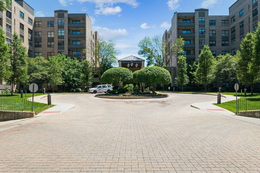 4545 Touhy Avenue #201, Lincolnwood, IL 60712 - #: 11138936