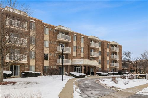Photo of 2423 North Kennicott Drive #3E, Arlington Heights, IL 60004 (MLS # 10639940)