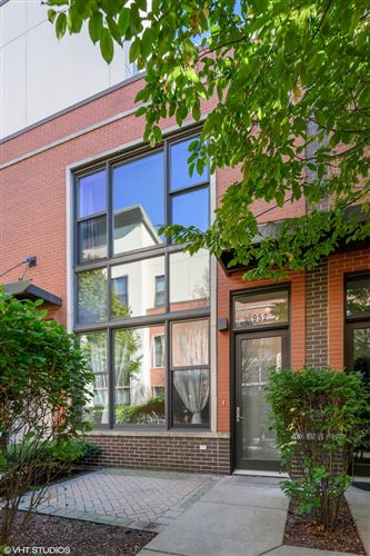 Photo of 952 N Crosby Street, Chicago, IL 60610 (MLS # 10911949)