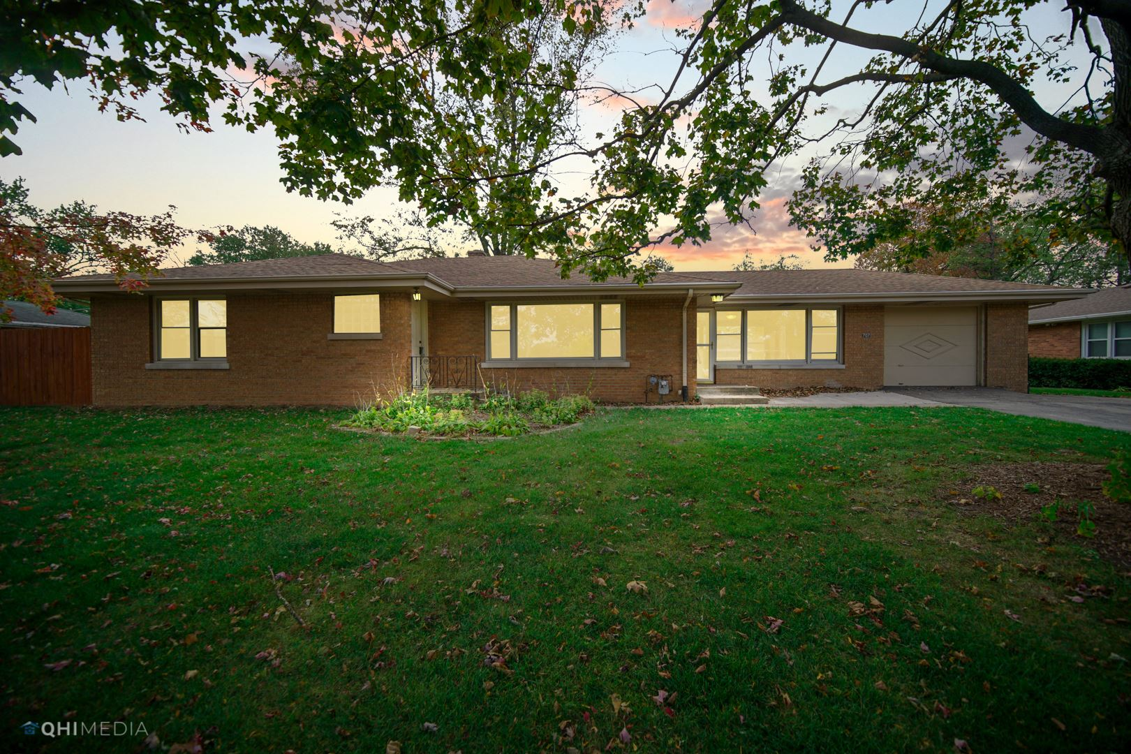 Photo of 707 WESTSHIRE Drive, Joliet, IL 60435 (MLS # 10909956)