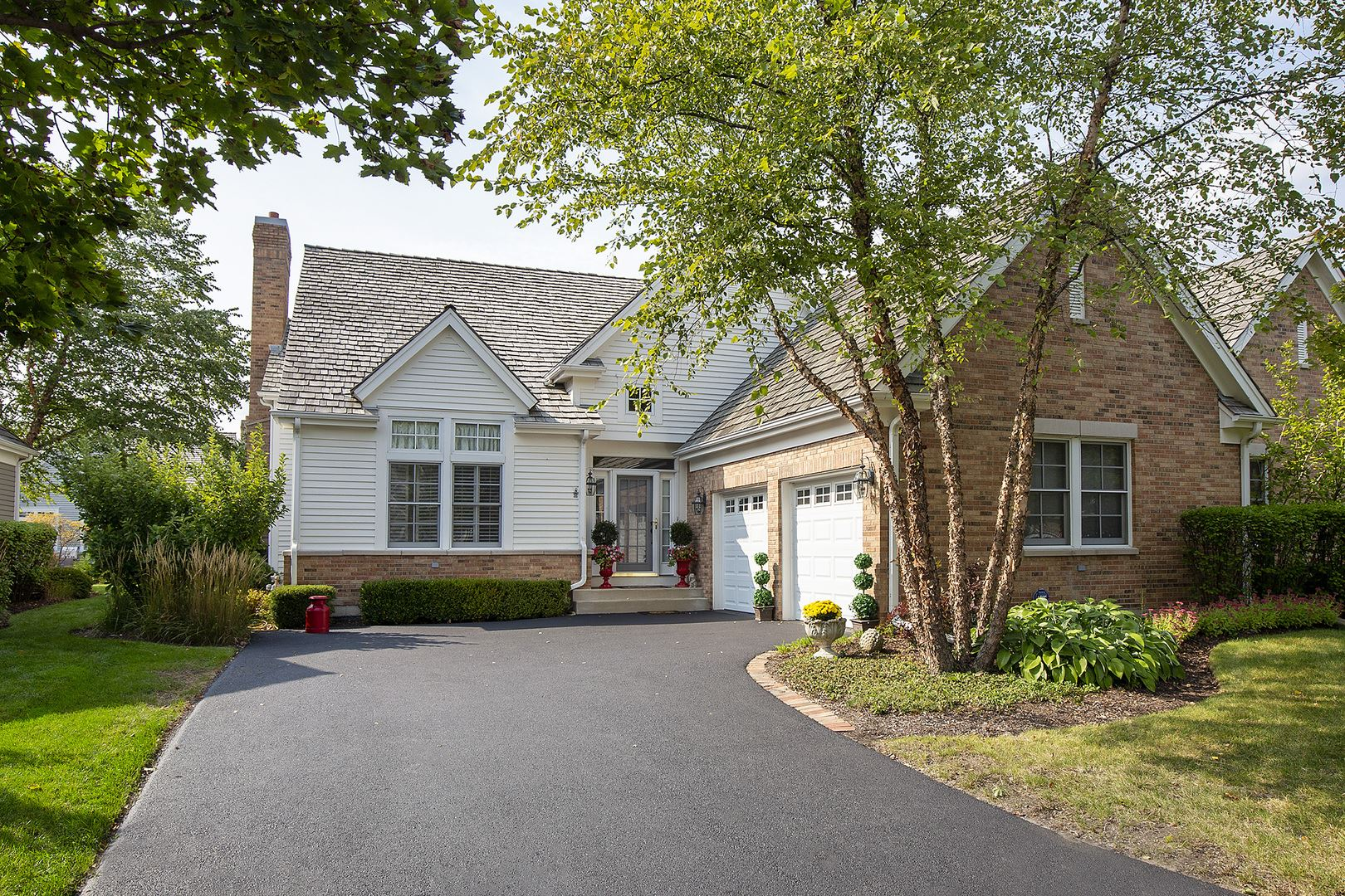 Photo for 80 S Canterbury Court, Lake Forest, IL 60045 (MLS # 10939963)
