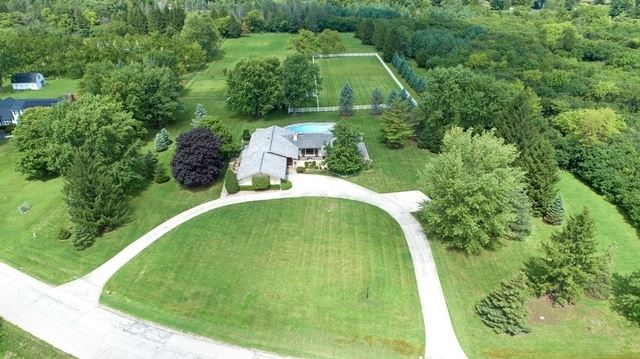 Photo for 26628 W Country Estates Road, Barrington, IL 60010 (MLS # 10686966)
