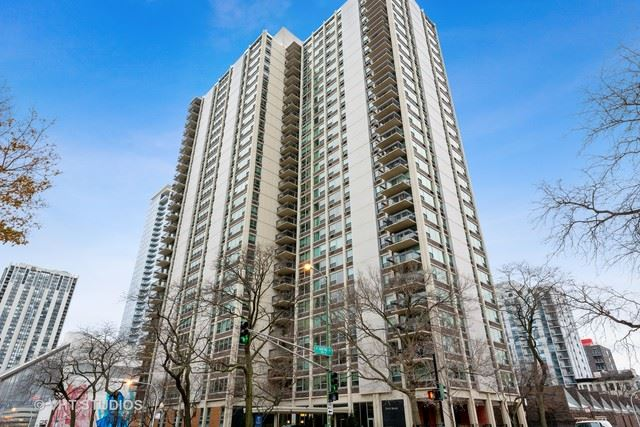 Photo for 1255 North Sandburg Terrace #410, Chicago, IL 60610 (MLS # 10584968)