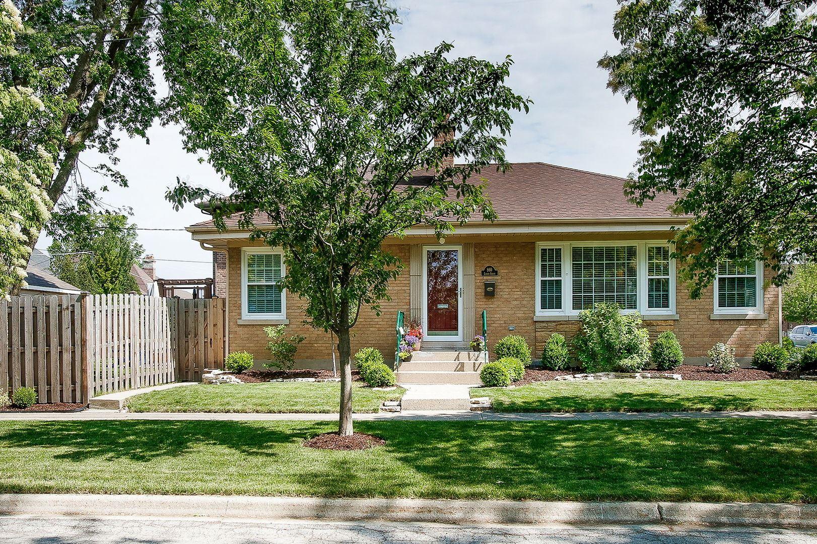 Photo of 860 S Linden Avenue, Elmhurst, IL 60126 (MLS # 11126969)