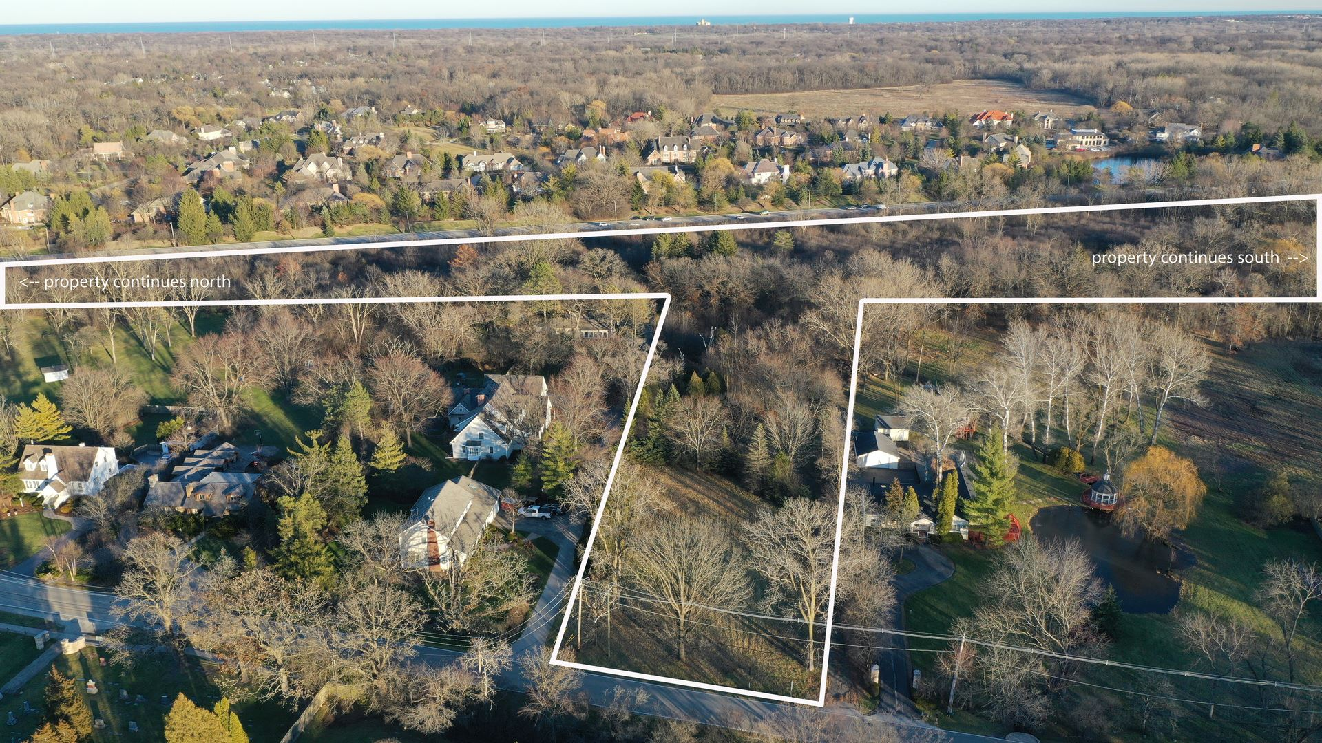Photo for 1425 Telegraph Road, Lake Forest, IL 60045 (MLS # 10888976)