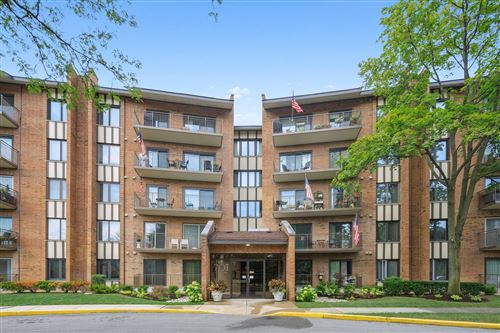 Photo of 701 Lake Hinsdale Drive #102, Willowbrook, IL 60527 (MLS # 10825979)