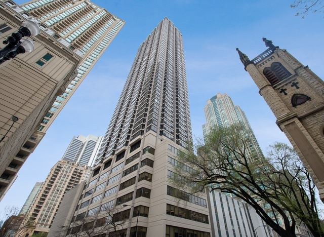 Photo for 30 East Huron Street #3404, CHICAGO, IL 60611 (MLS # 10446980)