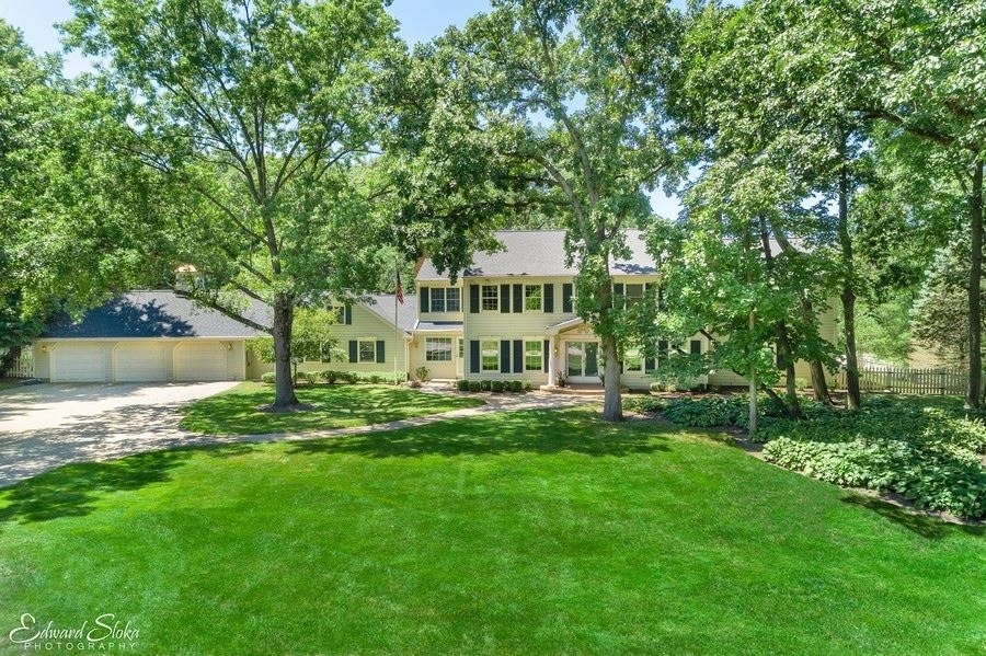 Photo for 122 Carriage Road, North Barrington, IL 60010 (MLS # 10950983)