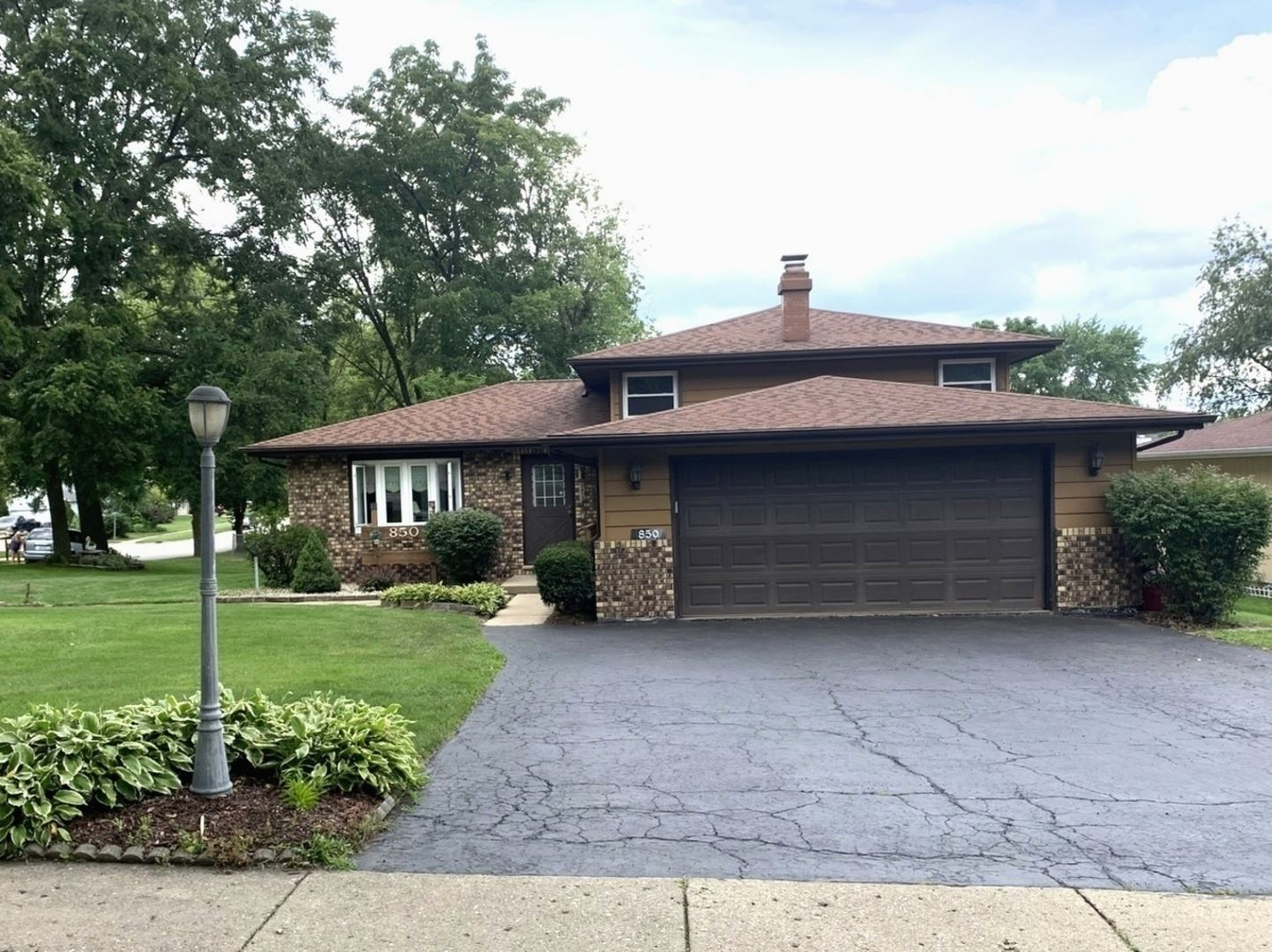 850 W Spring Street, South Elgin, IL 60177 - #: 10802997