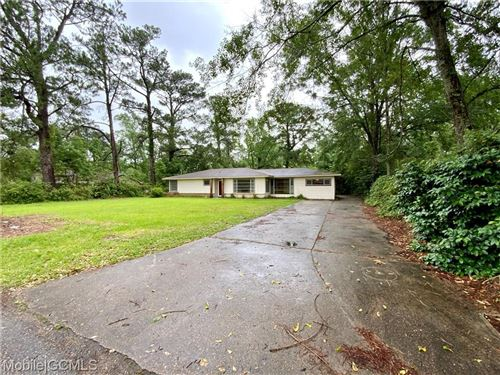 Photo of 2401 HILLWOOD DRIVE E, MOBILE, AL 36605 (MLS # 652078)