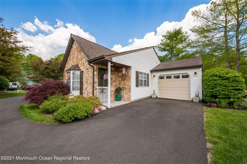 Photo of 24 Ivy Ridge Close #1000, Freehold, NJ 07728 (MLS # 22118790)