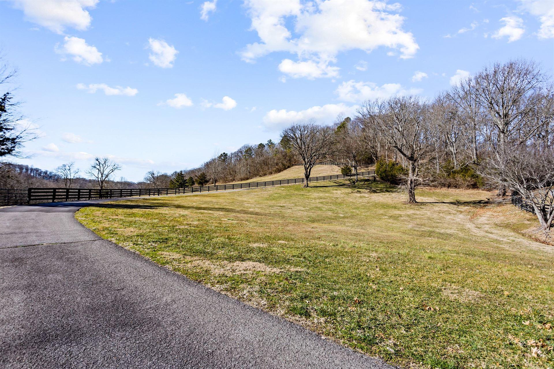 Photo of 1175 Hillview Ln, Franklin, TN 37064 (MLS # 2222011)