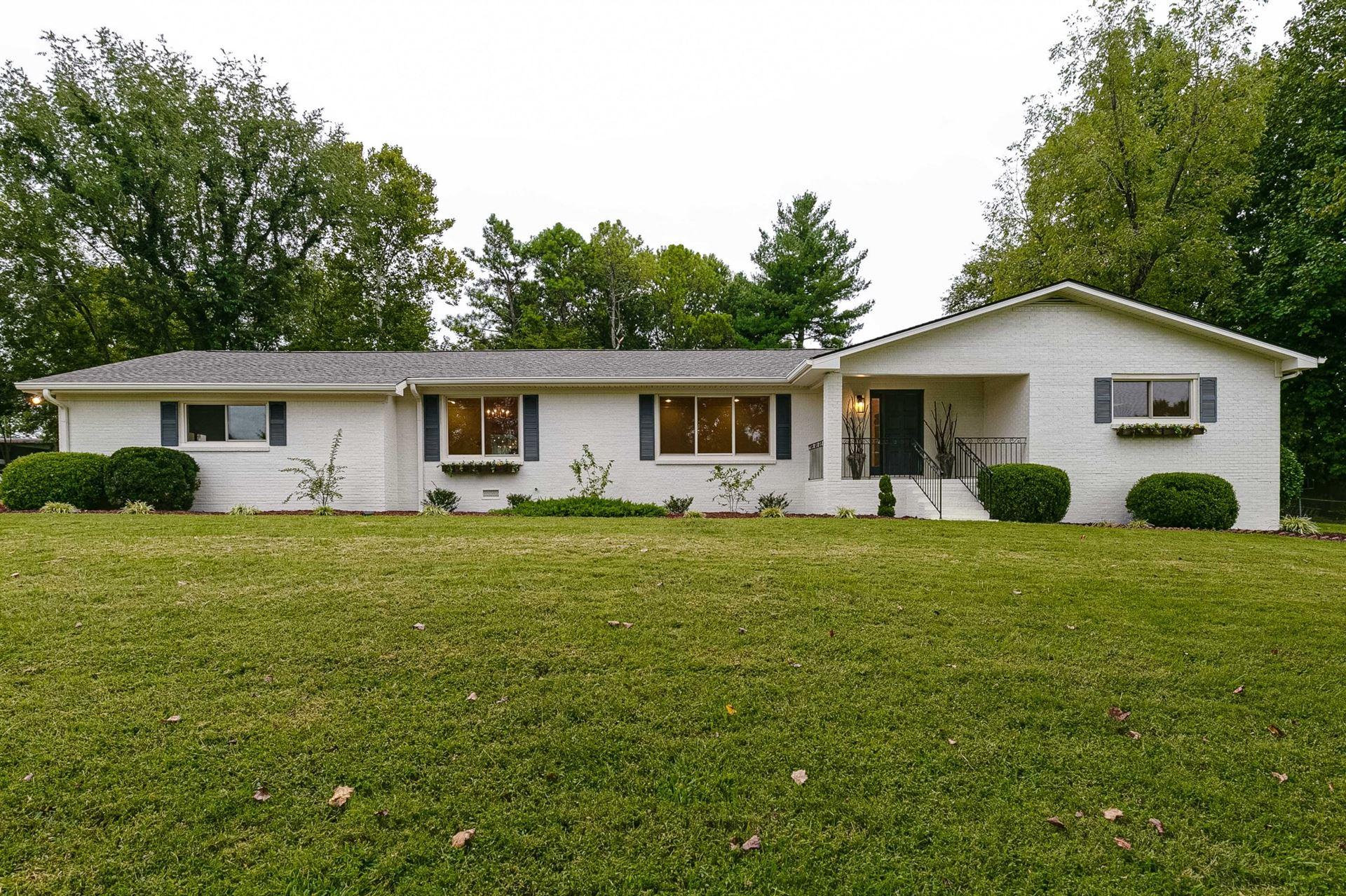 Photo of 2203 Oakwood Ct, Franklin, TN 37064 (MLS # 2191025)