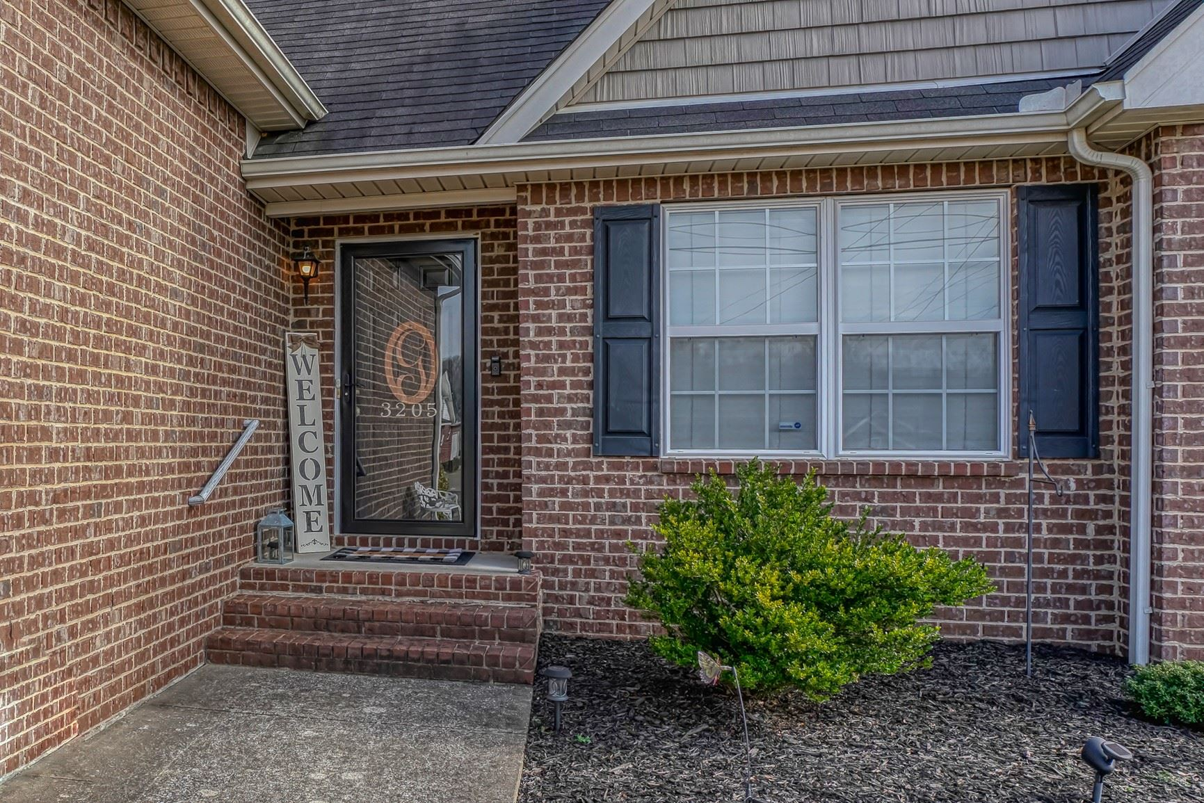 Photo of 3205 Barretts Ridge Dr, Murfreesboro, TN 37130 (MLS # 2222046)