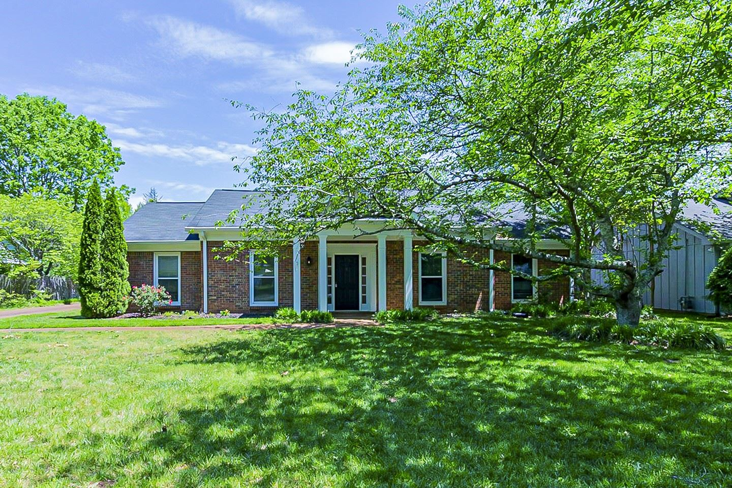 Photo of 1022 Boxwood Dr, Franklin, TN 37069 (MLS # 2253057)