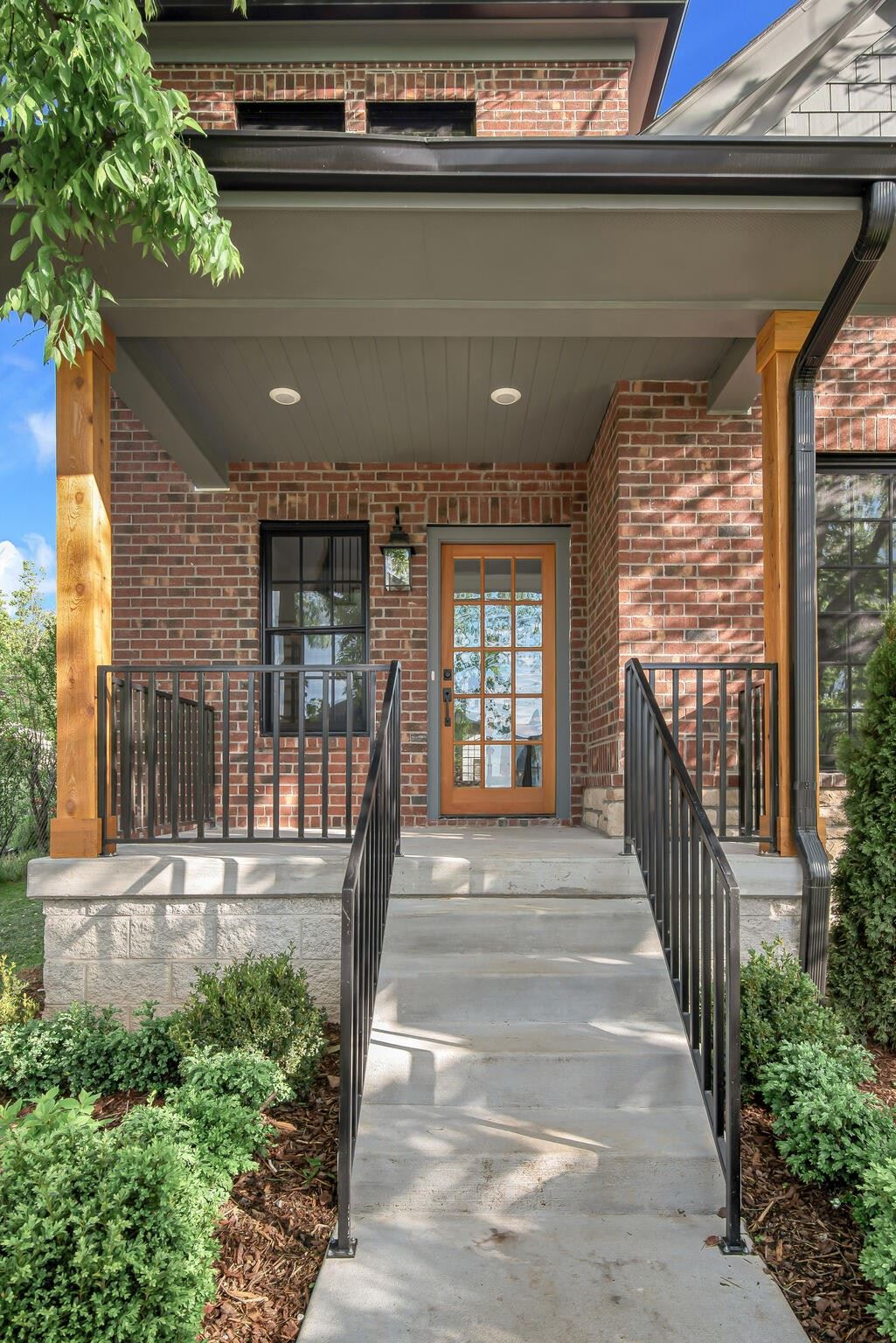 Photo of 924 Russell St, Nashville, TN 37206 (MLS # 2233071)