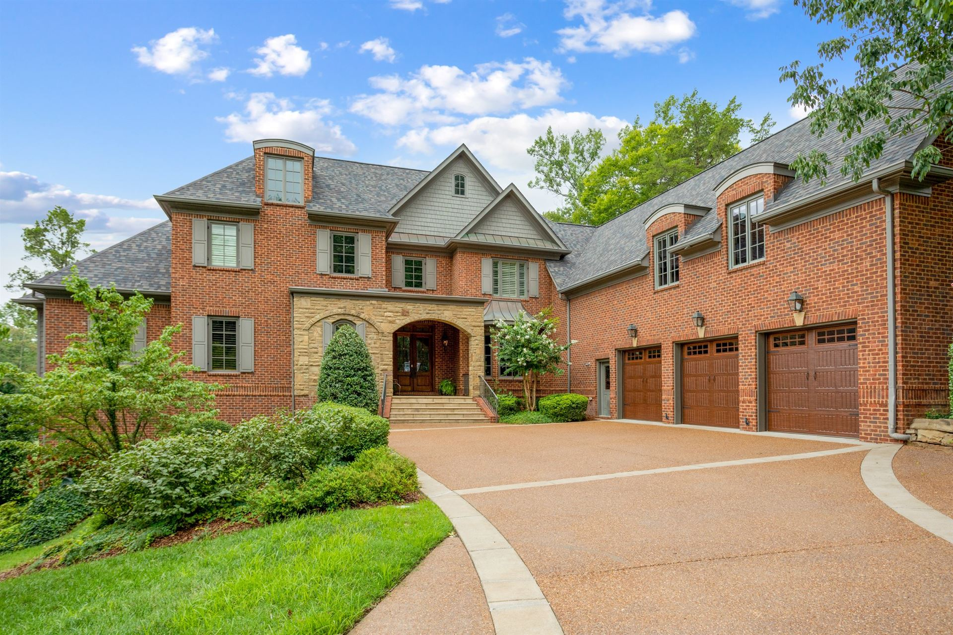 Photo of 10 Camel Back Ct, Brentwood, TN 37027 (MLS # 2218098)