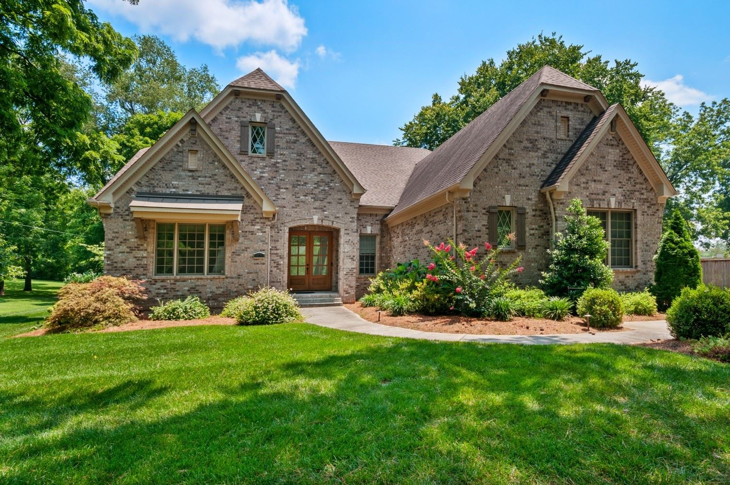 Photo of 1008 Clearview Dr, Nashville, TN 37205 (MLS # 2276123)