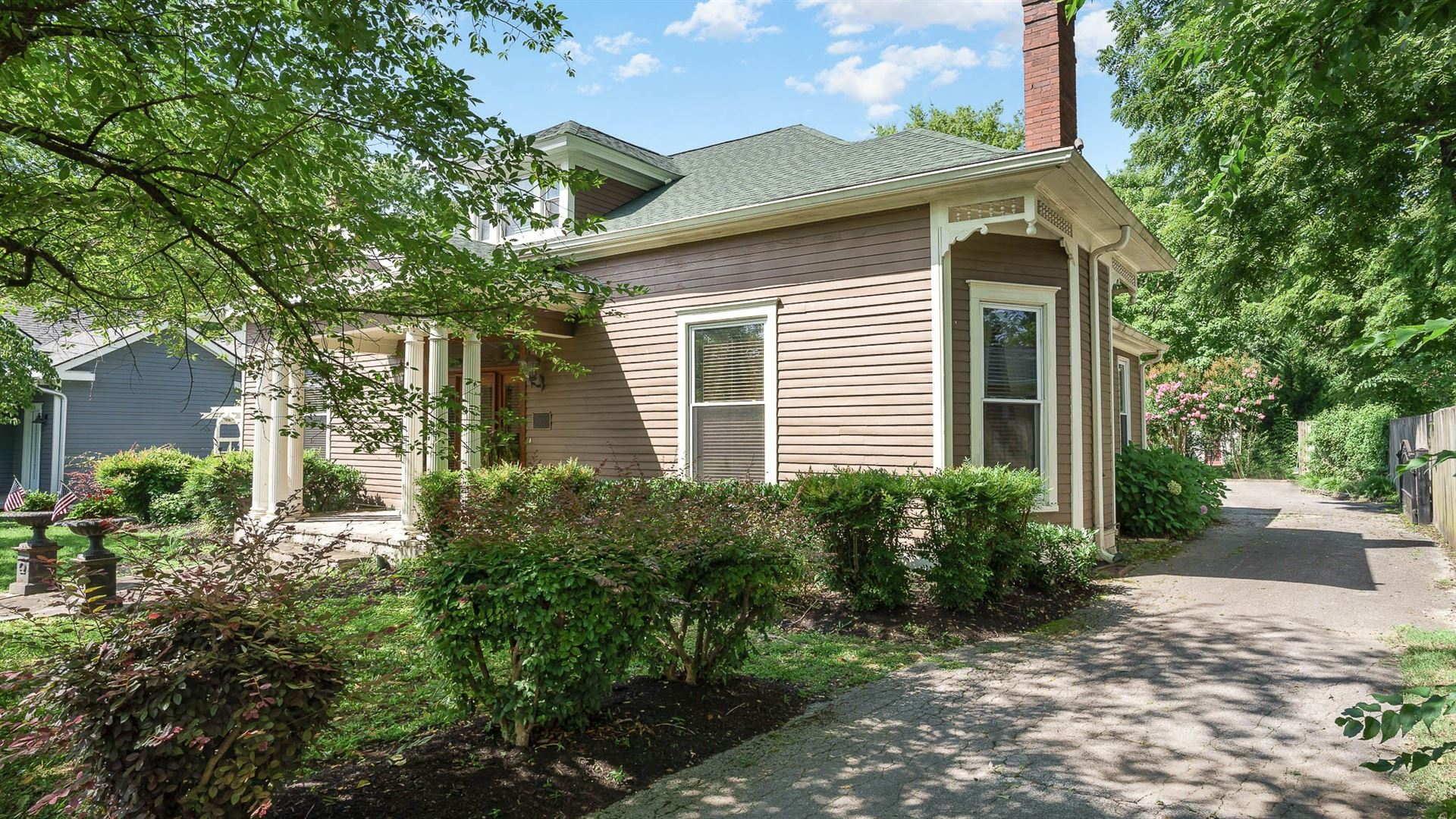 Photo of 334 3rd Ave S, Franklin, TN 37064 (MLS # 2296137)