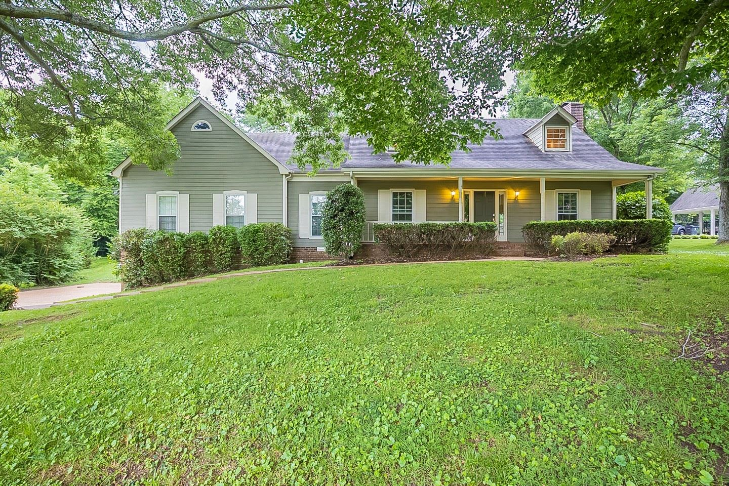 Photo of 1428 Red Oak Dr, Brentwood, TN 37027 (MLS # 2263145)