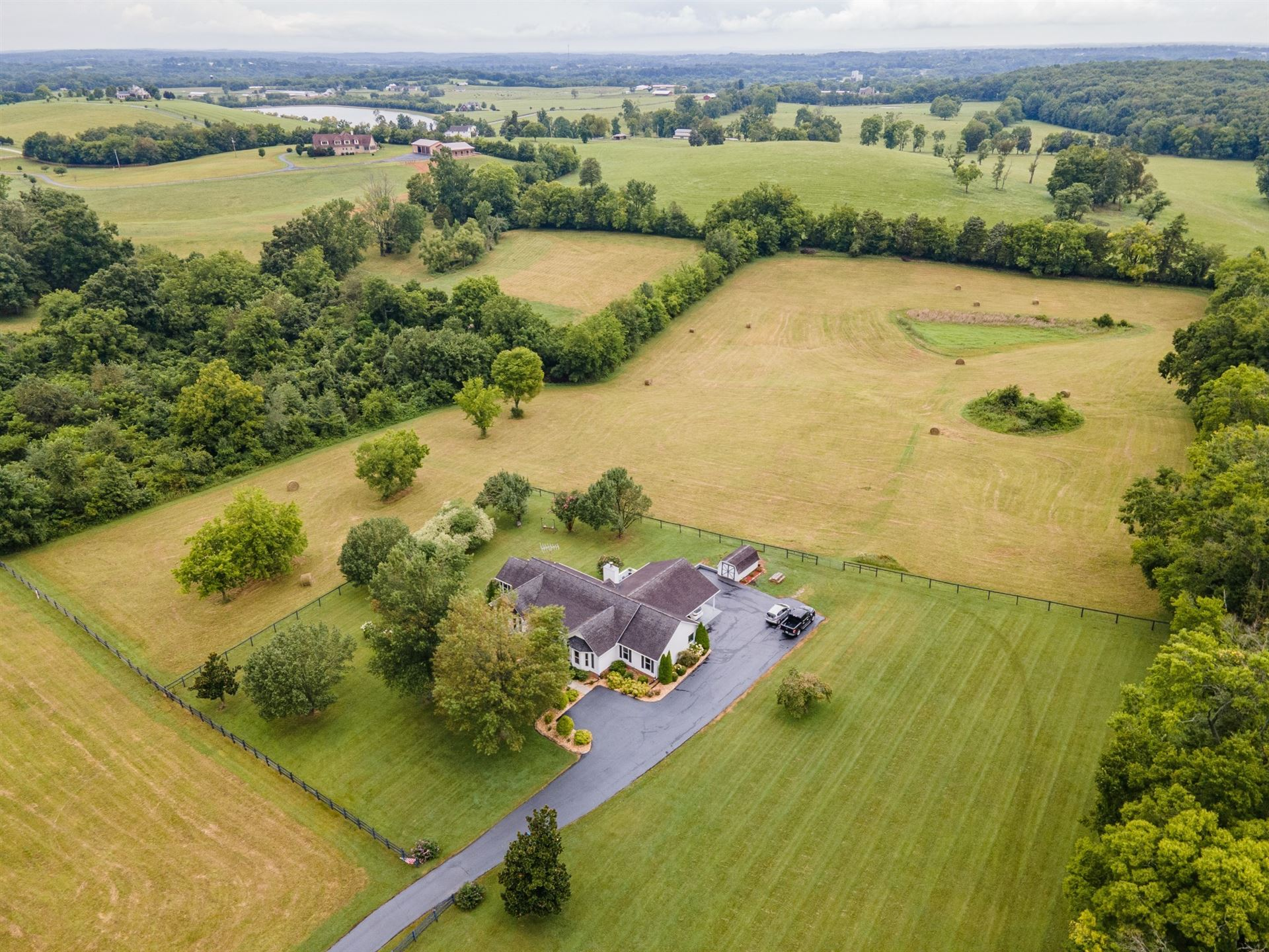 Photo for 349 Naron Rd, Shelbyville, TN 37160 (MLS # 2292151)