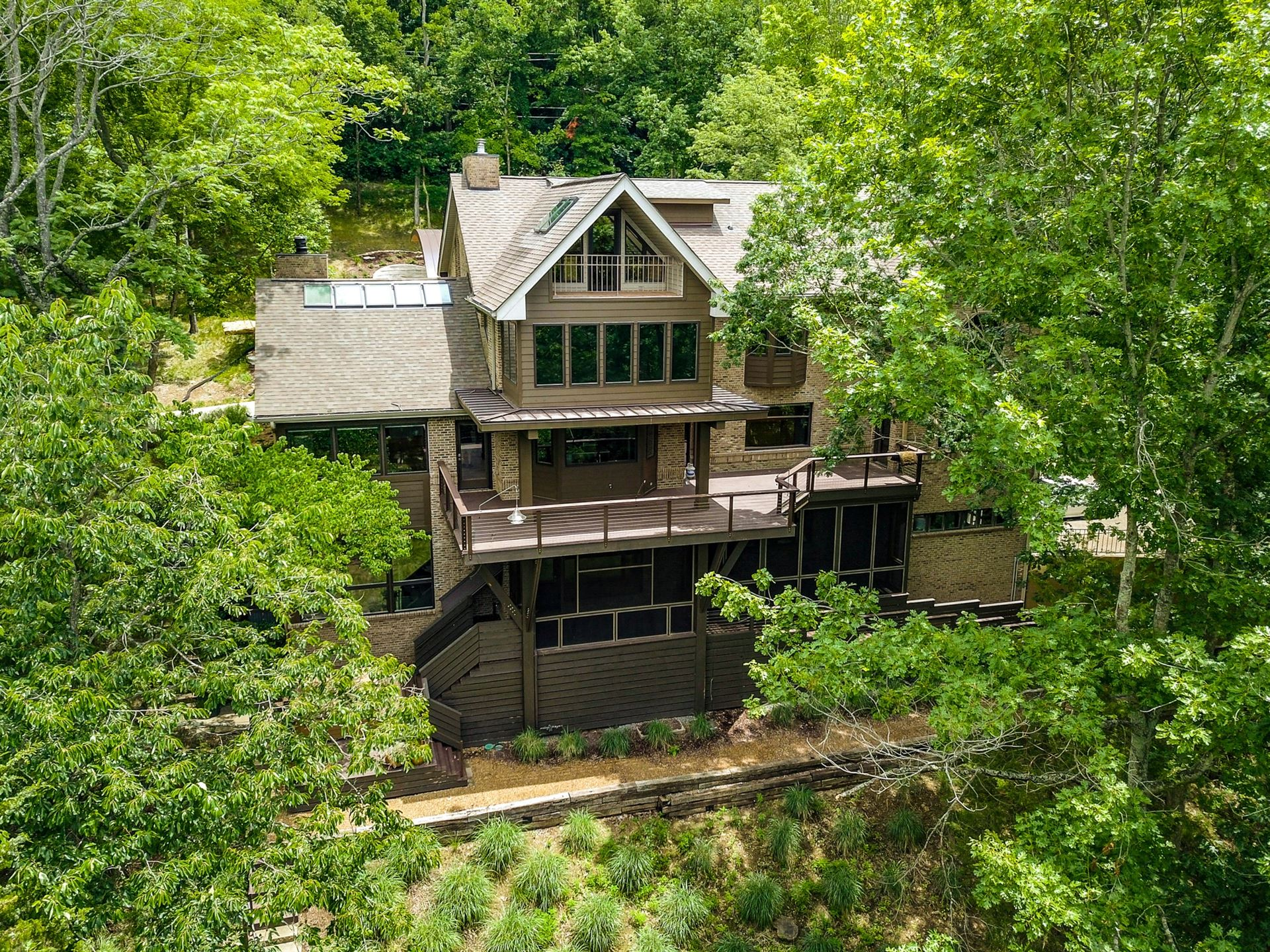 Photo of 1122 Crater Hill Dr, Nashville, TN 37215 (MLS # 2167157)