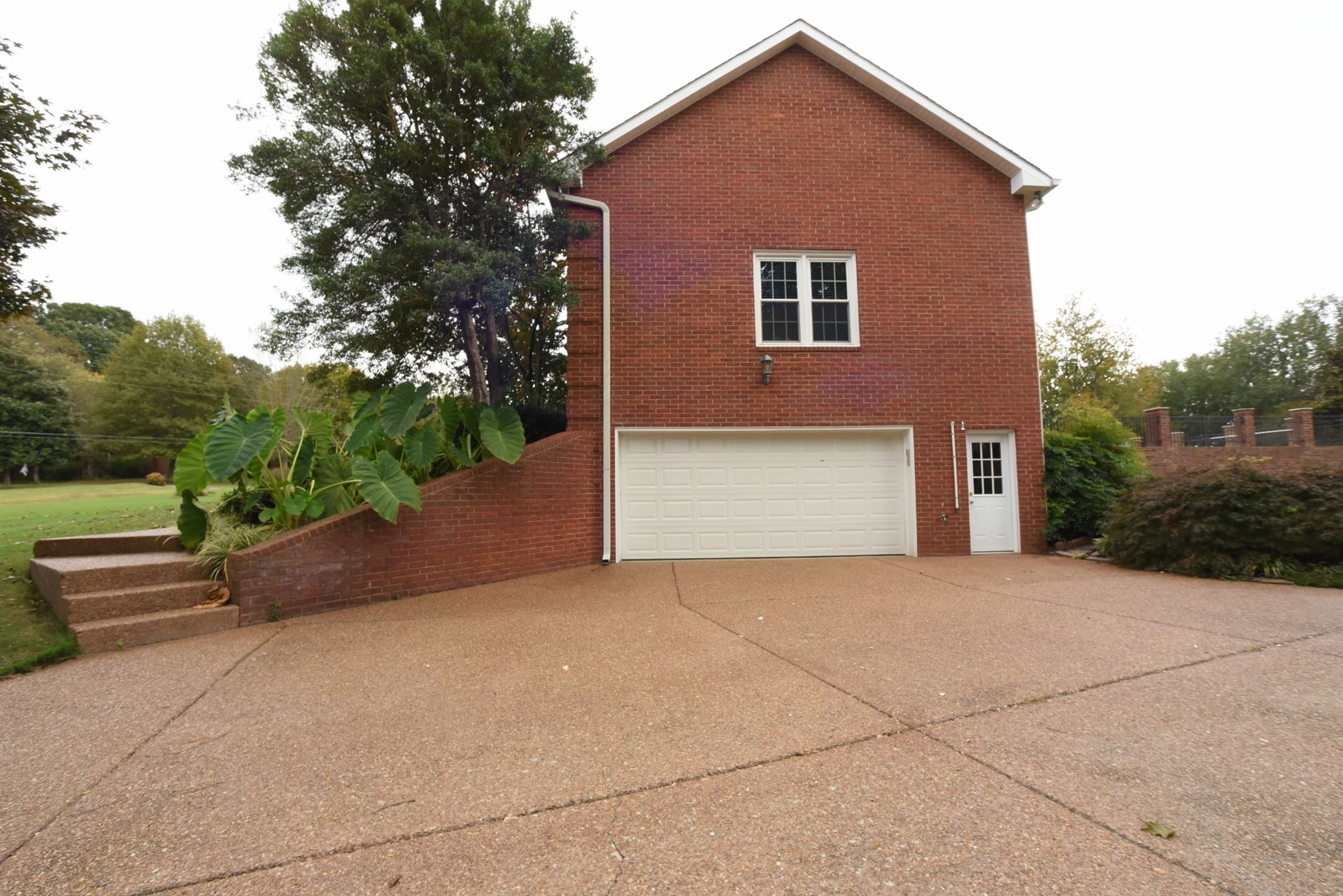 Photo of 1350 Ascot Ln, Franklin, TN 37064 (MLS # 2301242)