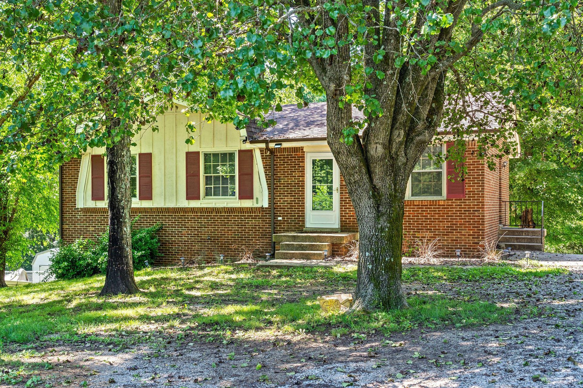 Photo of 1024 Gratton Rd, Clarksville, TN 37043 (MLS # 2262265)