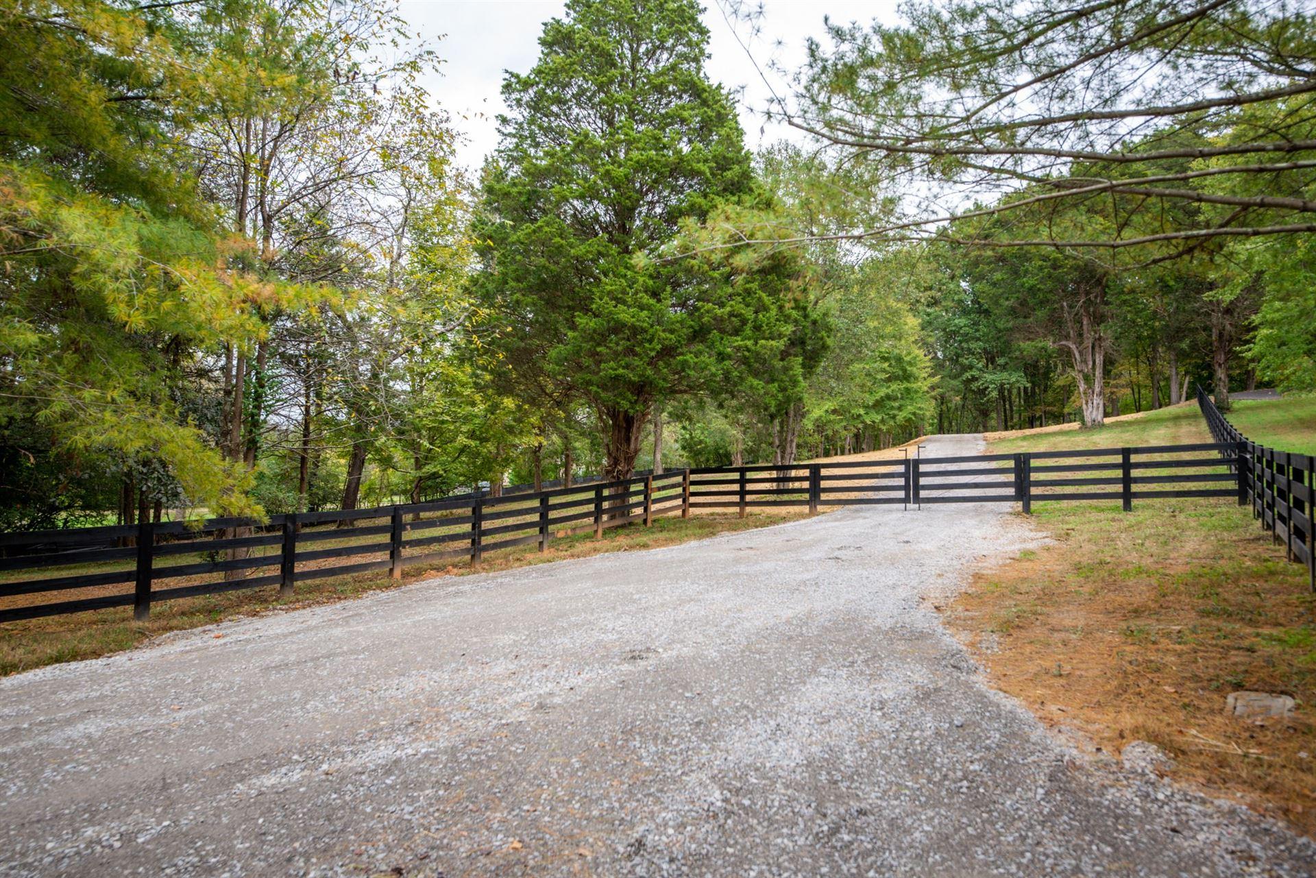 Photo of 915 Edmondson Pike, Brentwood, TN 37027 (MLS # 2301274)
