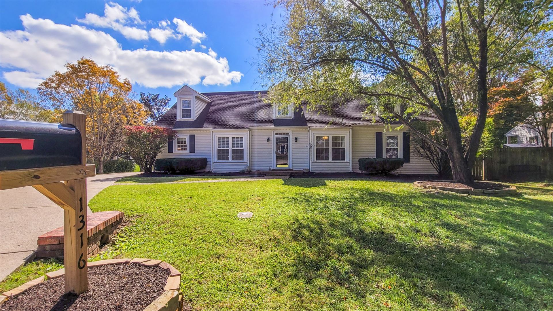 Photo of 1316 Glade Dr, Franklin, TN 37069 (MLS # 2303285)
