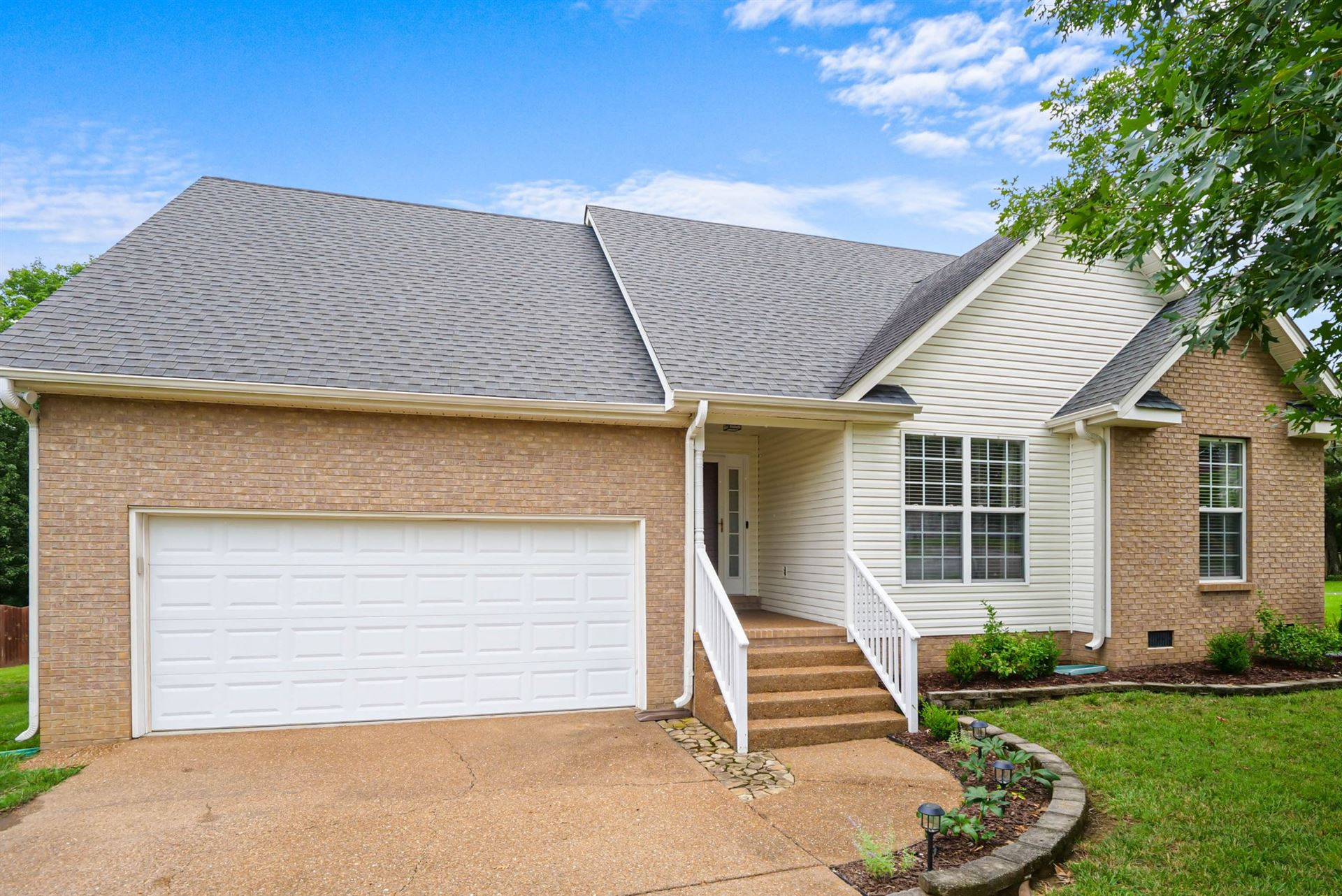 Photo of 2842 Candlewicke Dr, Spring Hill, TN 37174 (MLS # 2274287)