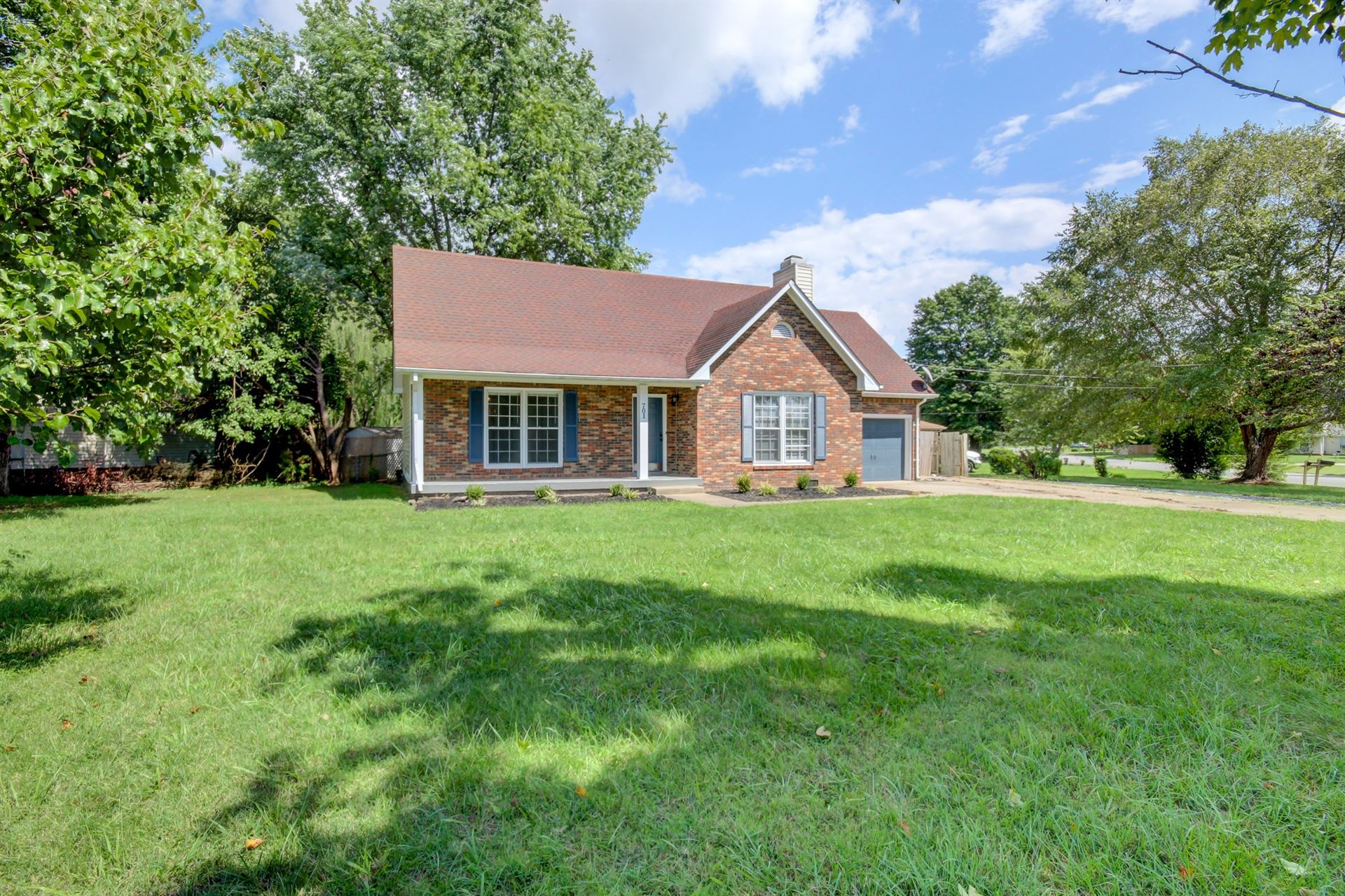 Photo of 701 Pembrook Pl, Clarksville, TN 37042 (MLS # 2292288)