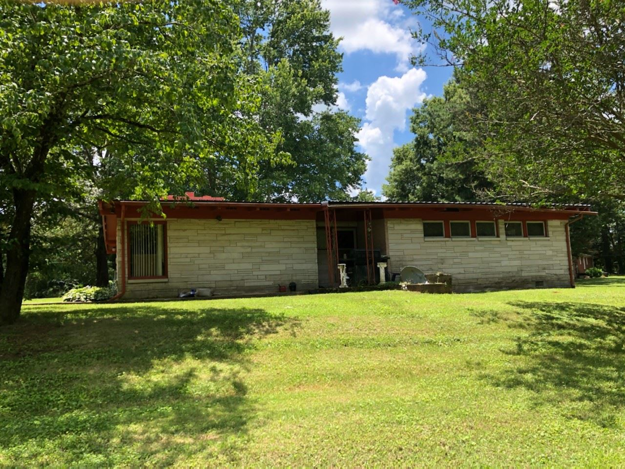 Photo of 401 Kennedy Rd, Saint Joseph, TN 38481 (MLS # 2169304)