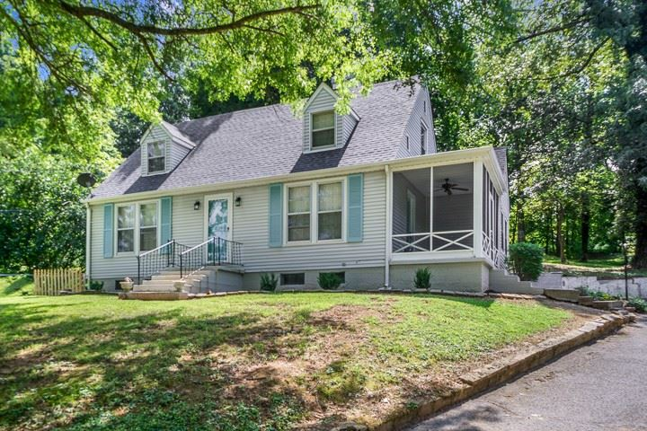 215 Westwood Dr, McMinnville, TN 37110 - MLS#: 2283319