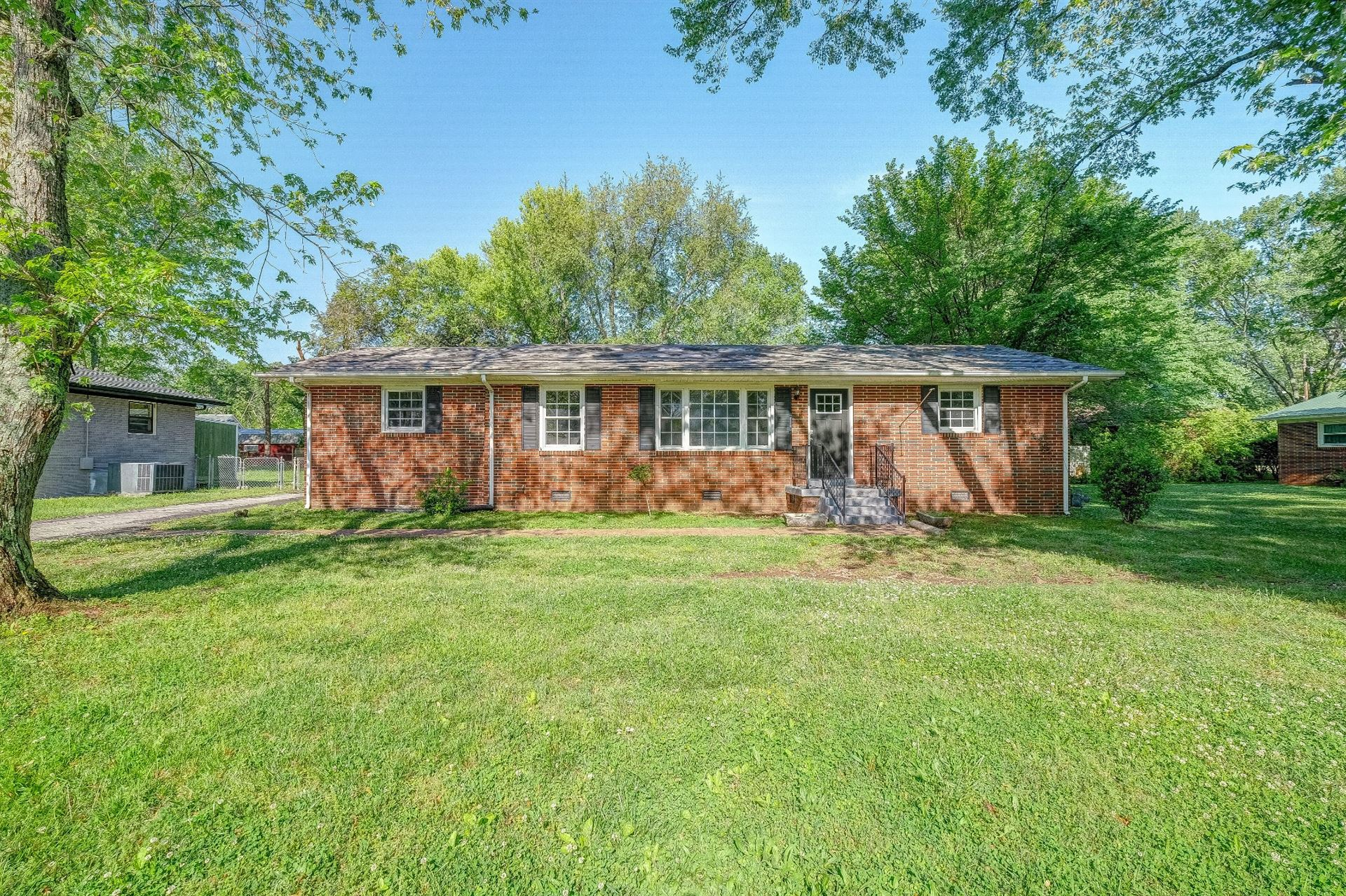 Photo of 2006 Foxdale Dr, Murfreesboro, TN 37130 (MLS # 2248342)
