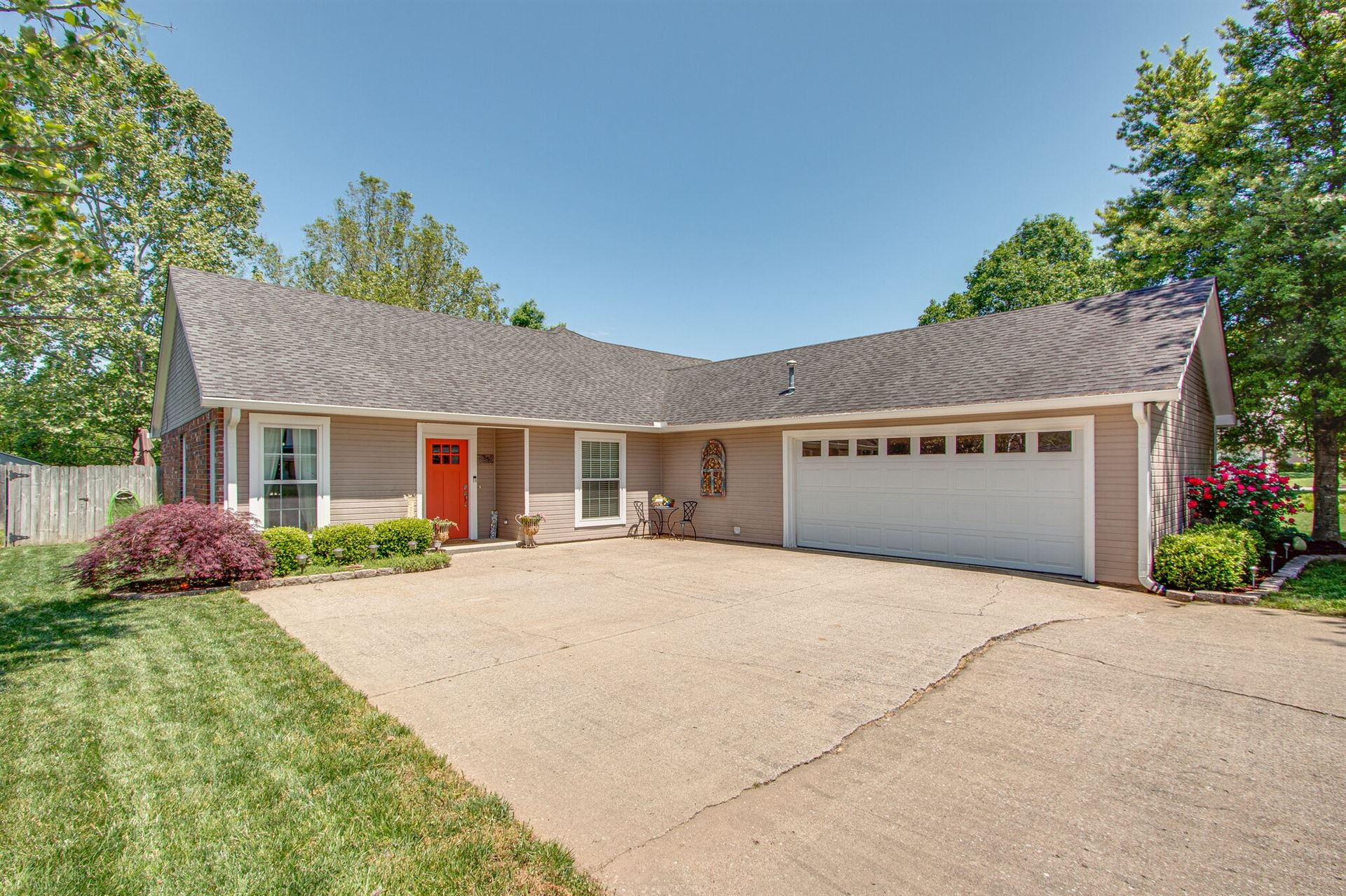 Photo of 1046 Huntsman Circle, Franklin, TN 37064 (MLS # 2253355)