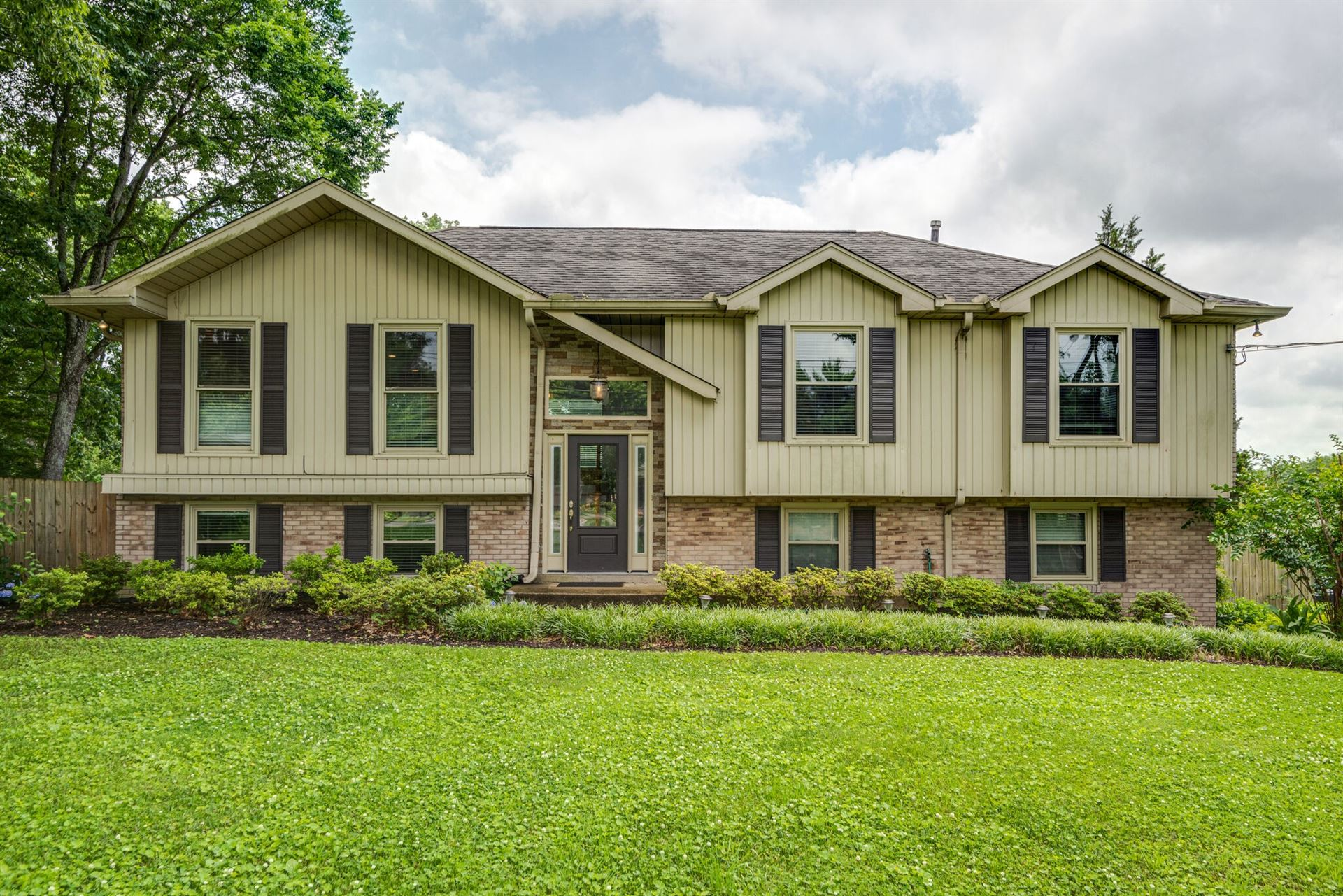 Photo of 8137 Moores Ln, Brentwood, TN 37027 (MLS # 2262355)