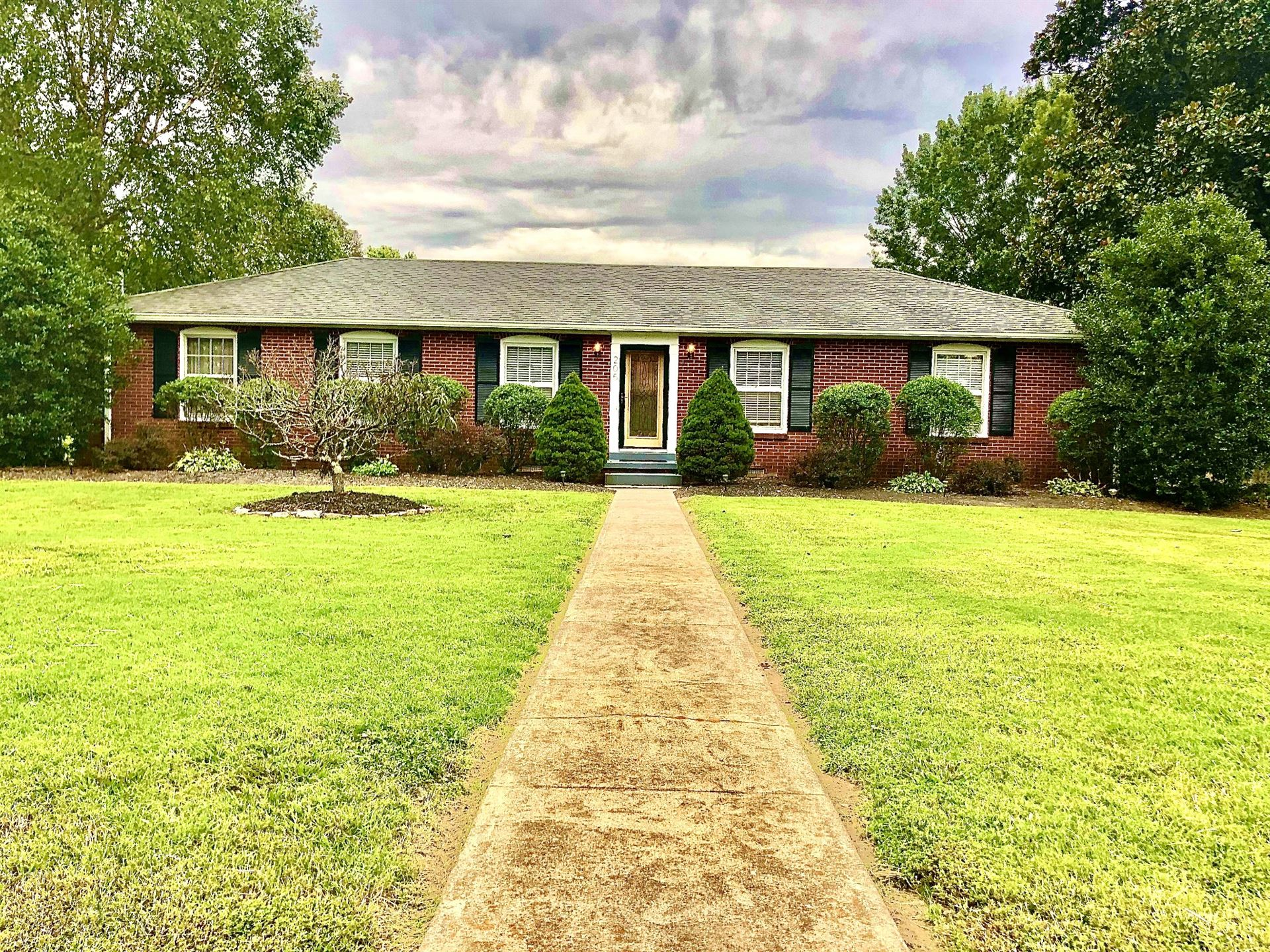 205 Woodmont Dr, Shelbyville, TN 37160 - MLS#: 2191381