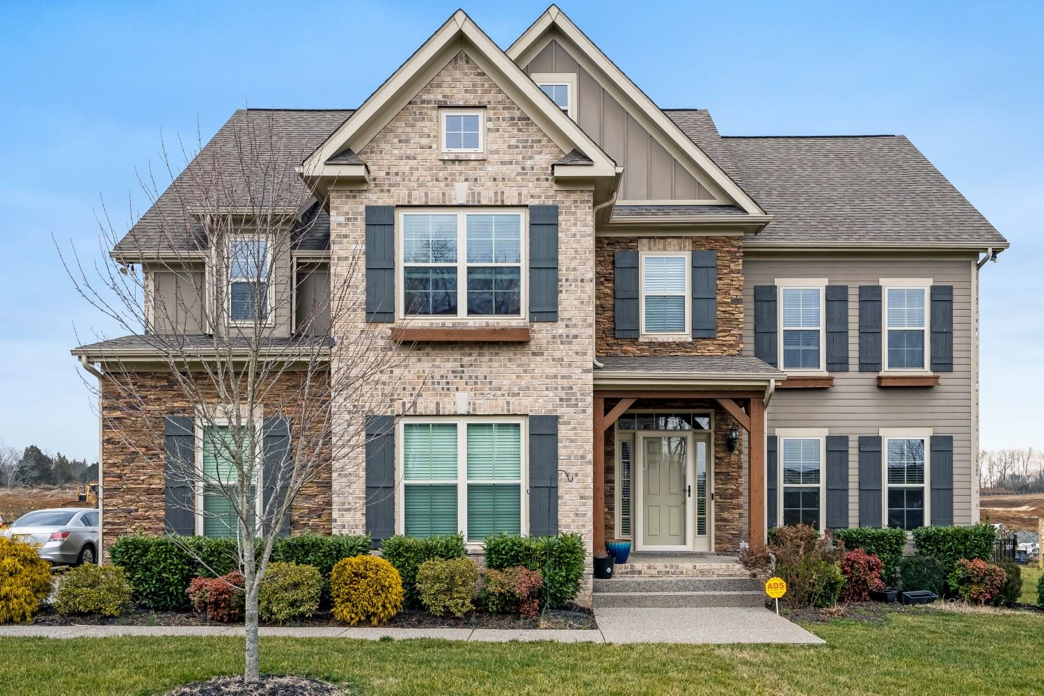Photo of 1386 Round Hill Ln, Spring Hill, TN 37174 (MLS # 2242398)