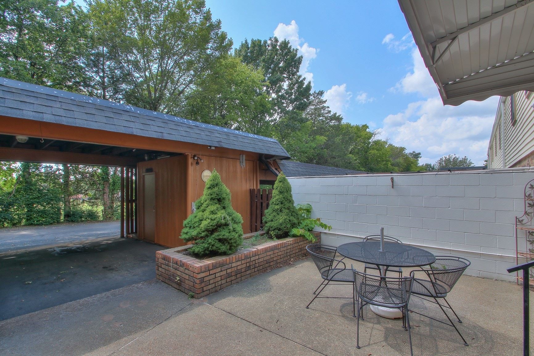 Photo of 194 Lake Chateau Dr, Hermitage, TN 37076 (MLS # 2291415)