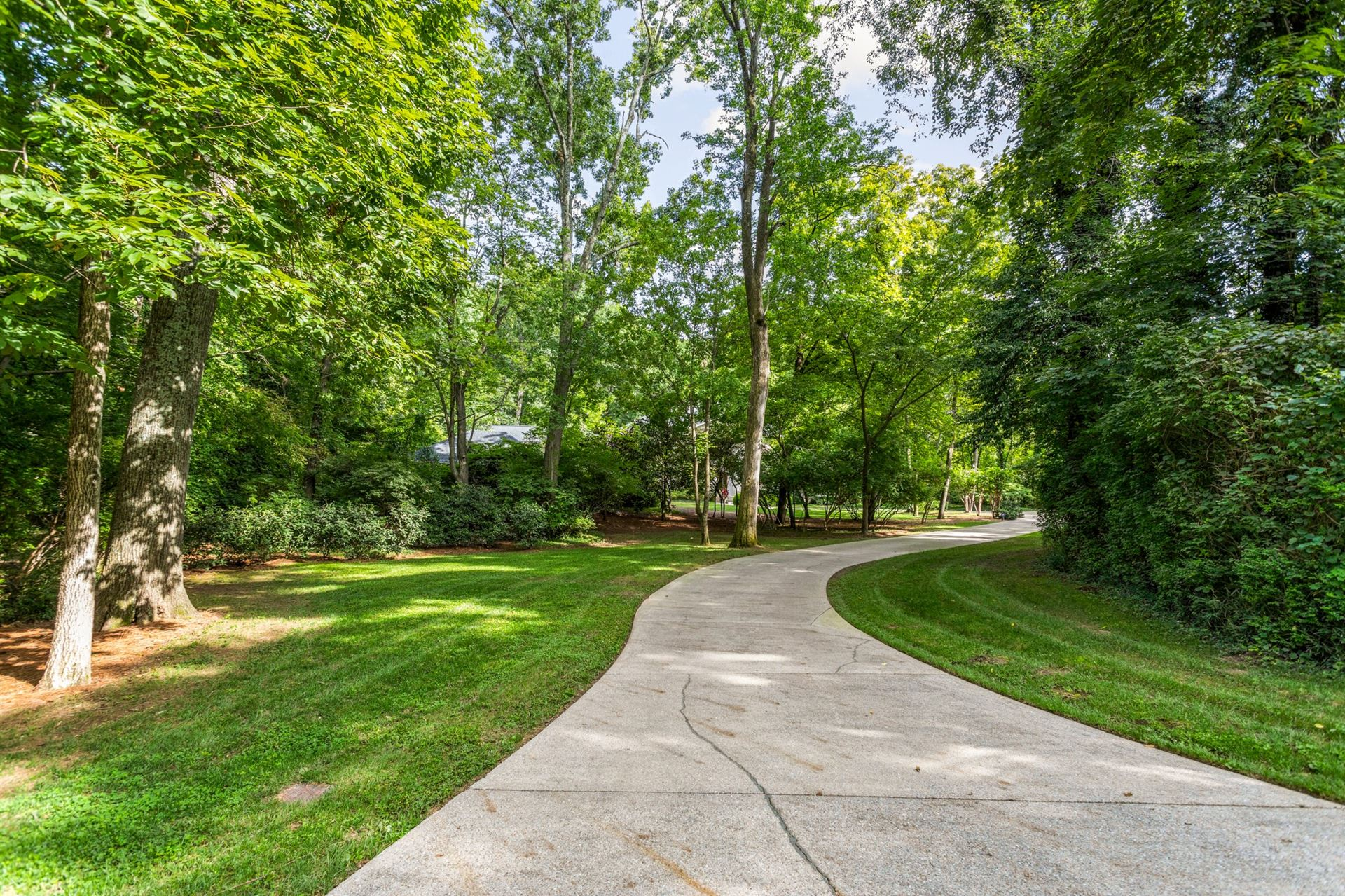 Photo of 909 Overton Lea Rd, Nashville, TN 37220 (MLS # 2194420)