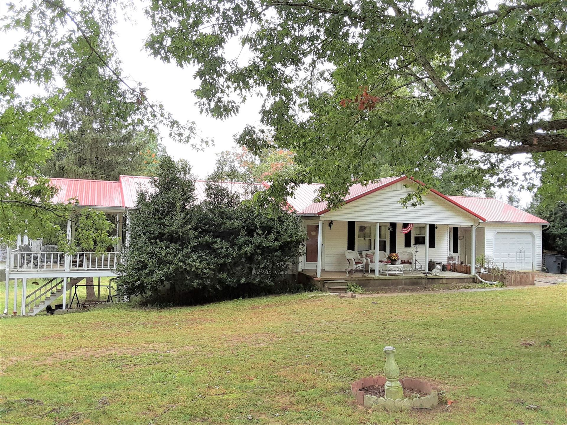 Photo of 1345 Sayles Cir, Lawrenceburg, TN 38464 (MLS # 2197488)