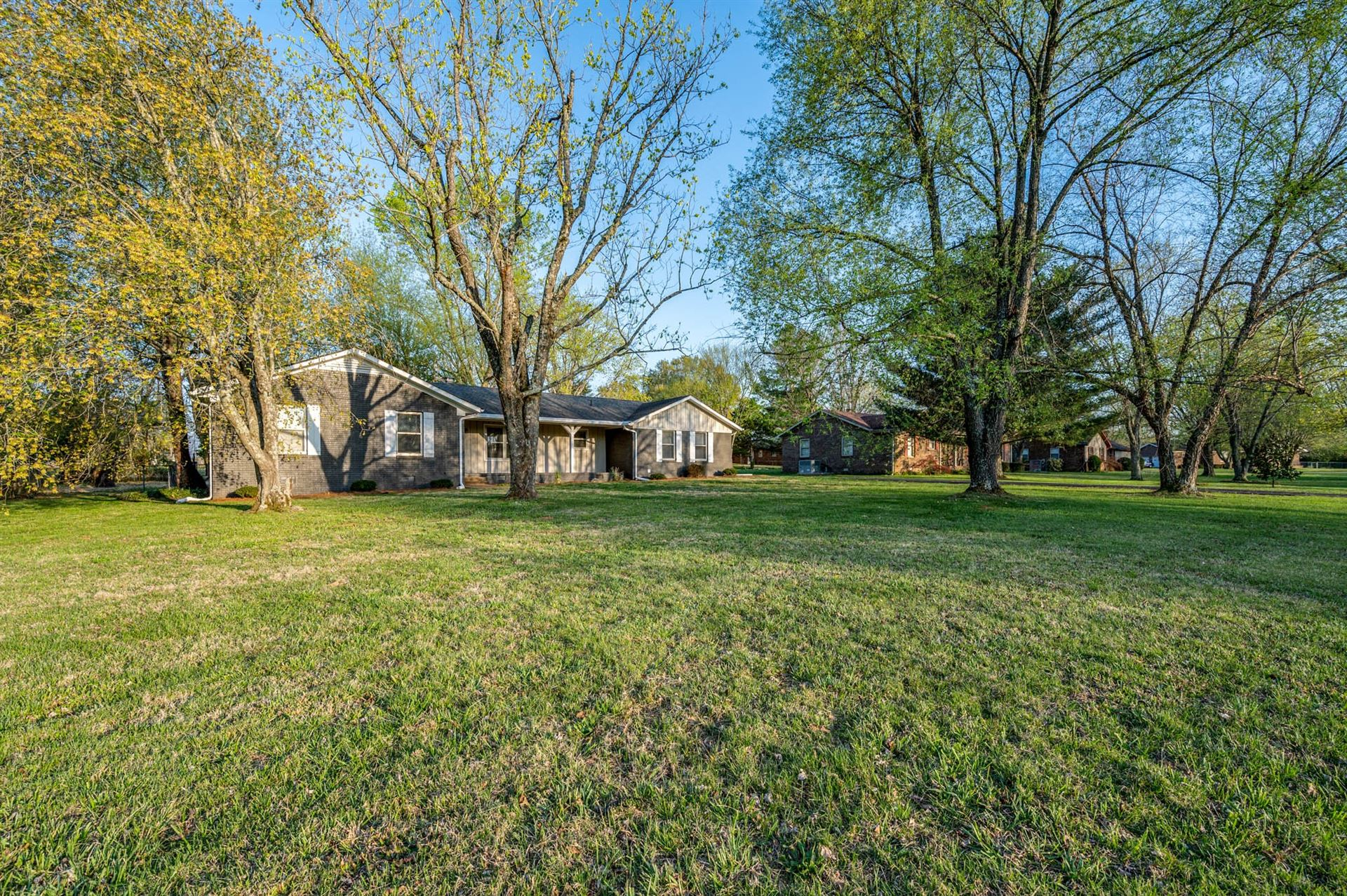 Photo of 3298 Esquire Dr, Murfreesboro, TN 37130 (MLS # 2242500)