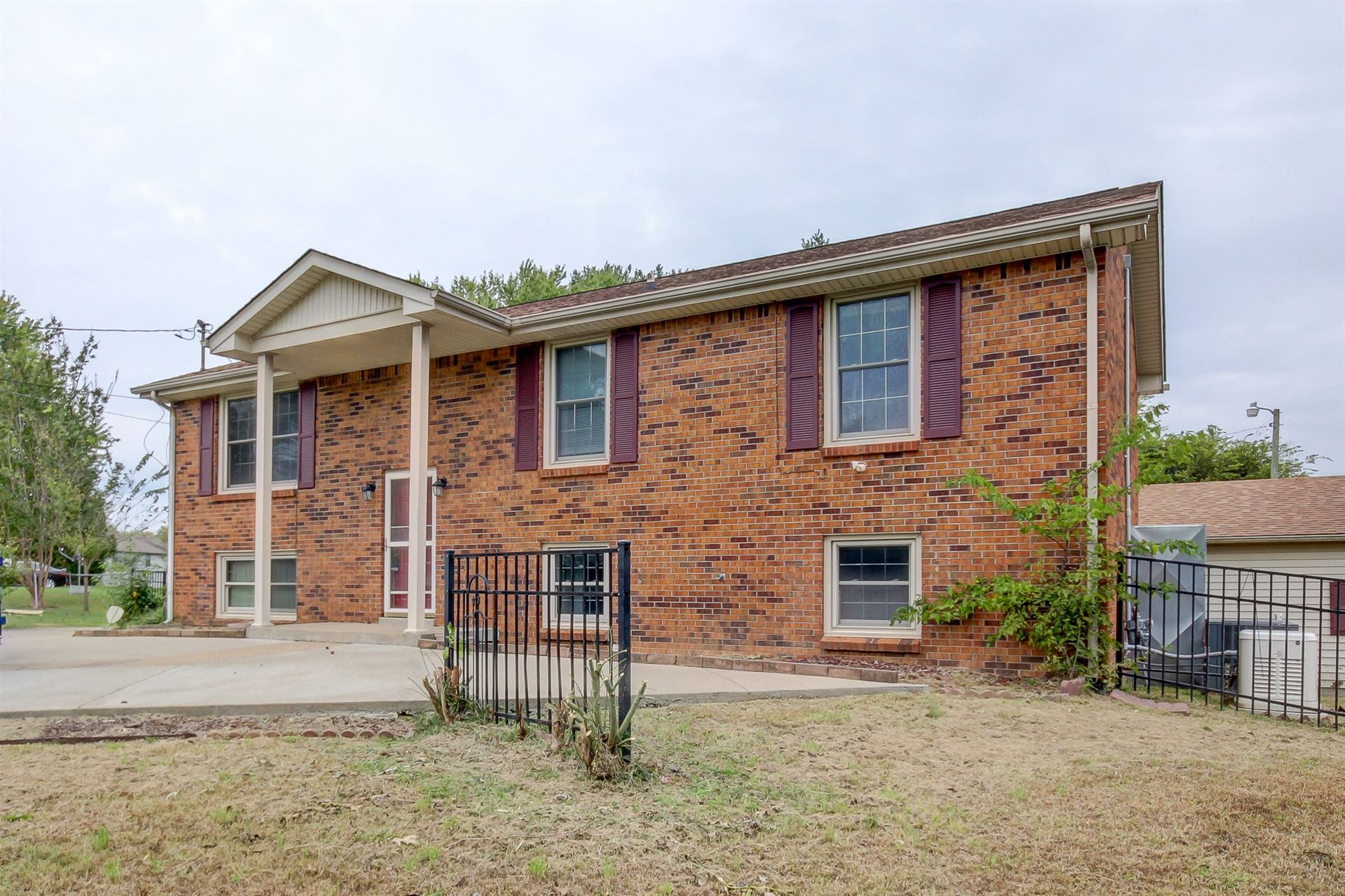 307 Ridgeline Dr, Clarksville, TN 37042 - MLS#: 2300525