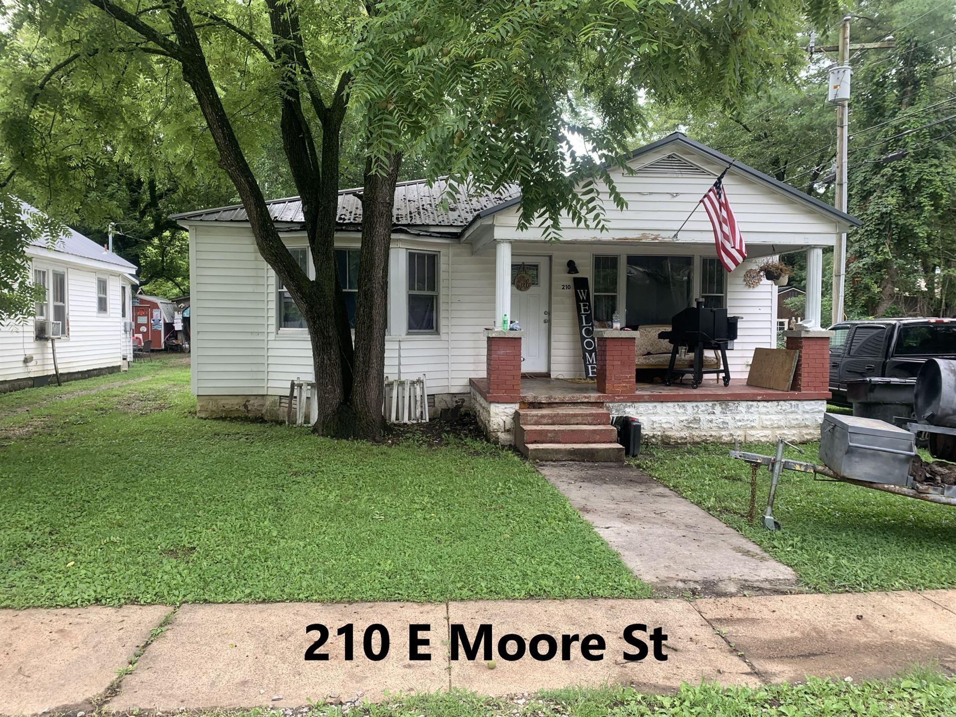212 E Moore St, Tullahoma, TN 37388 - MLS#: 2276544
