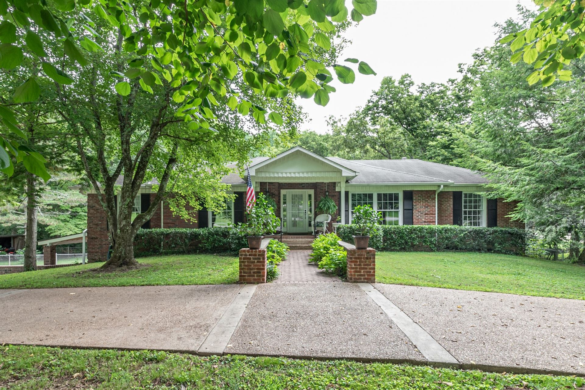 Photo of 2041 Sunny Side Dr, Brentwood, TN 37027 (MLS # 2283549)