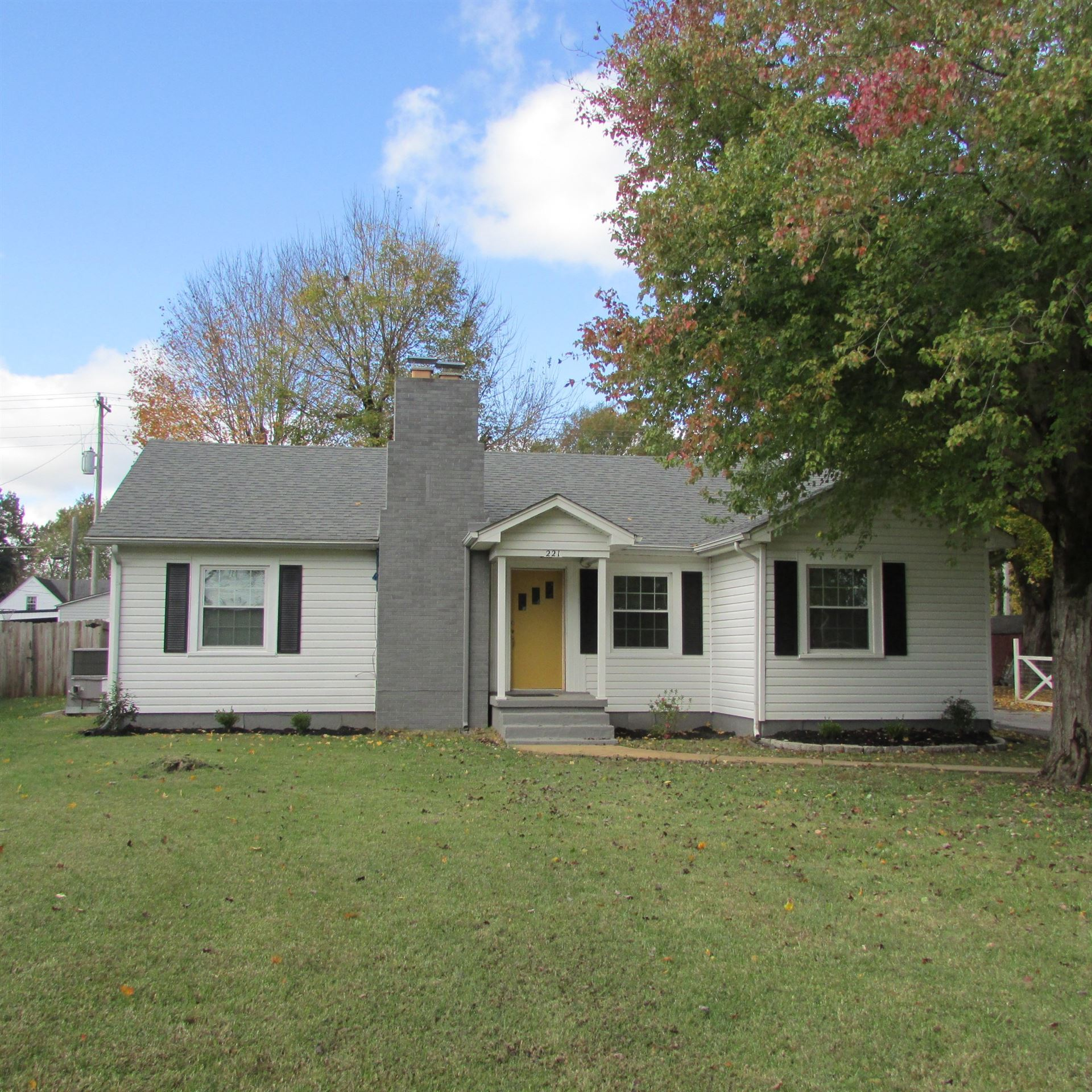 Photo of 221 Parkes Ave N, Lawrenceburg, TN 38464 (MLS # 2202561)