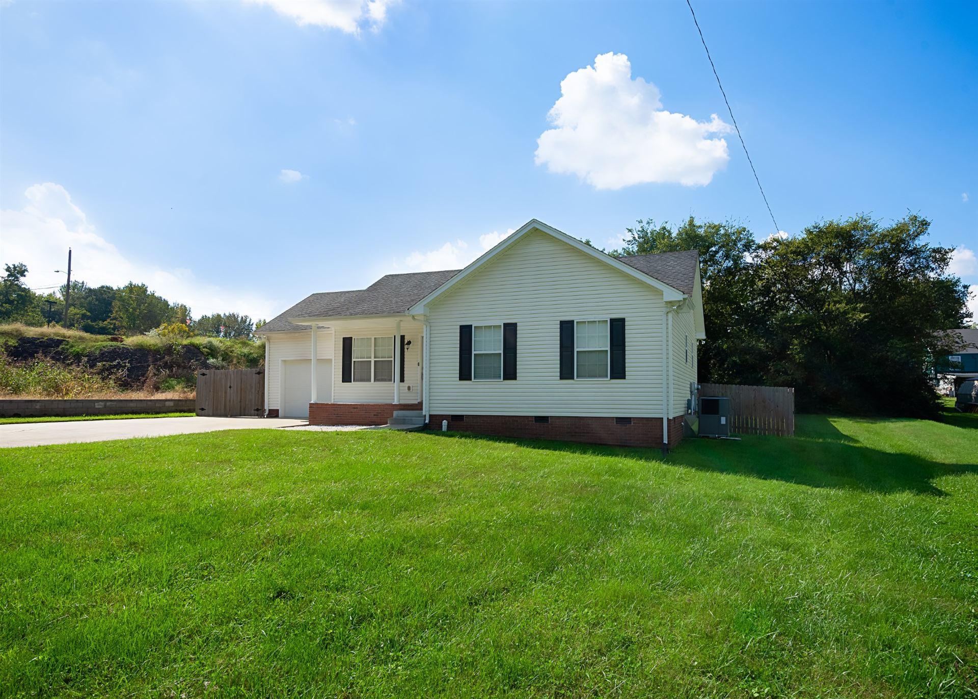 Photo of 414 Kelly Ln, Clarksville, TN 37040 (MLS # 2300567)